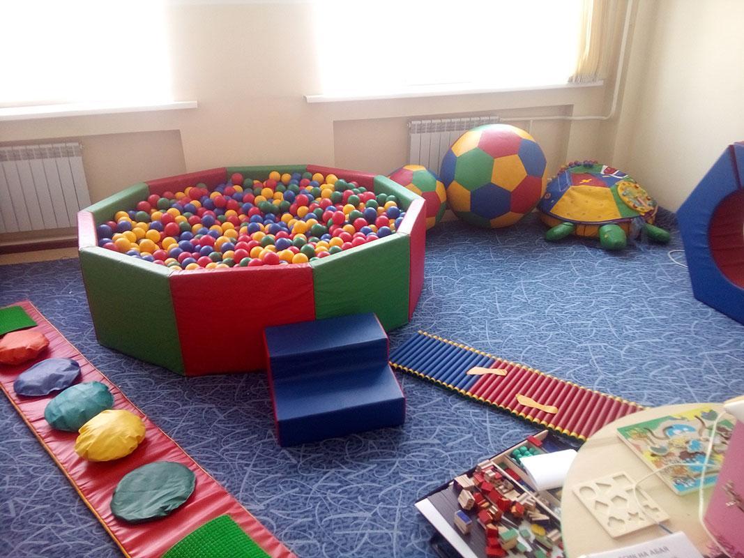 Сухой бассейн и сенсорная тропа для детского сада