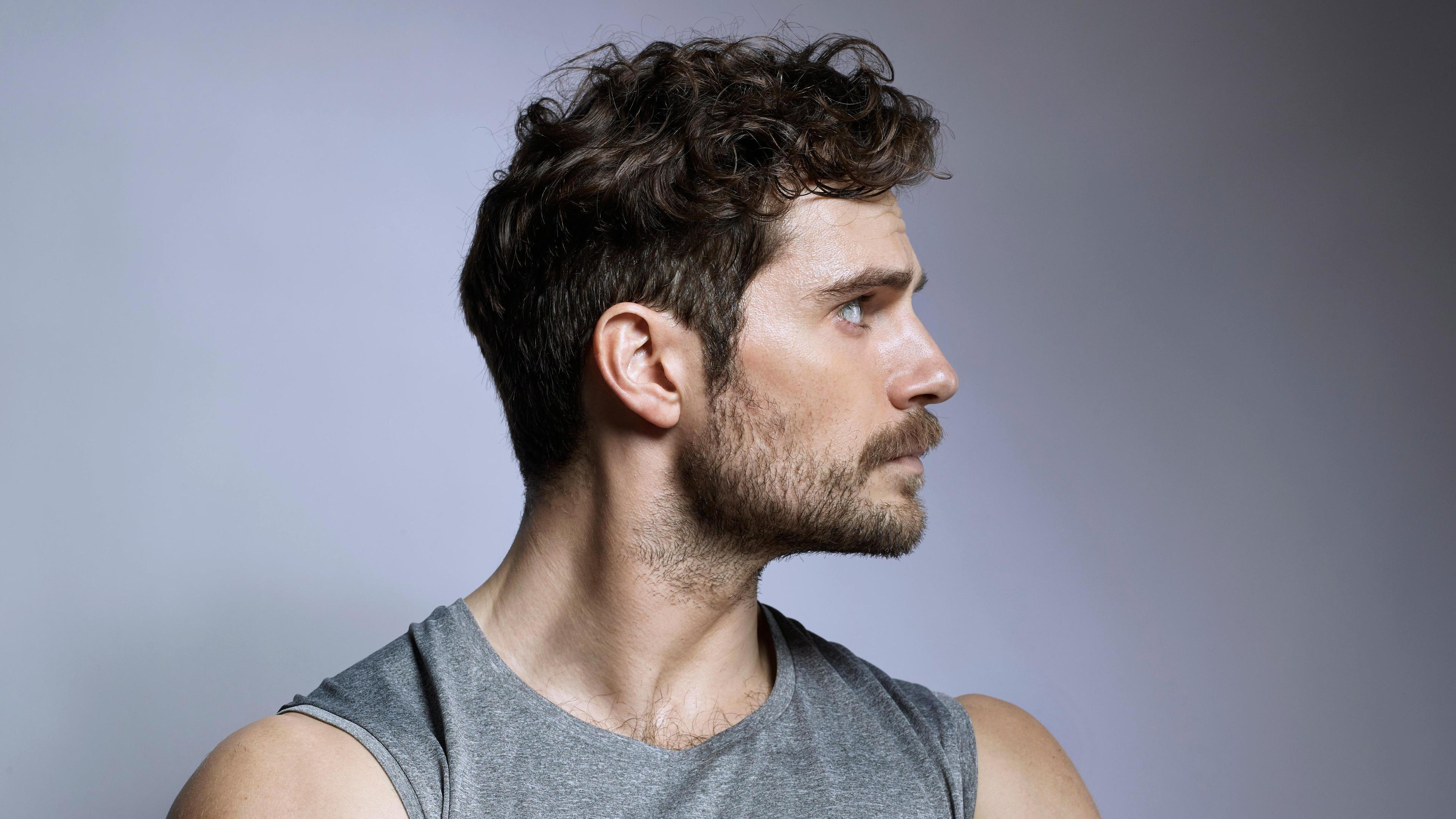 Темный цвет волос у мужчин связали с ранним пубертатом и короткой жизнью