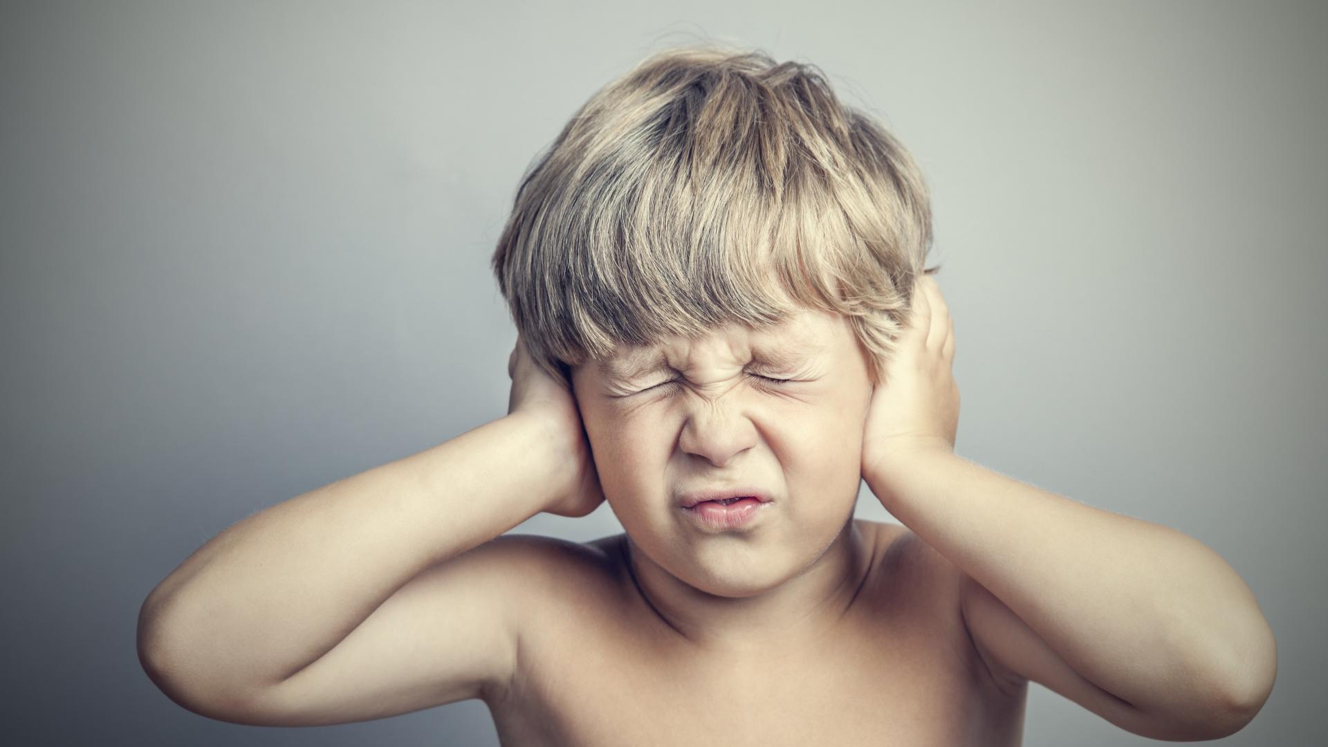 Объяснена сенсорная чувствительность людей с аутизмом