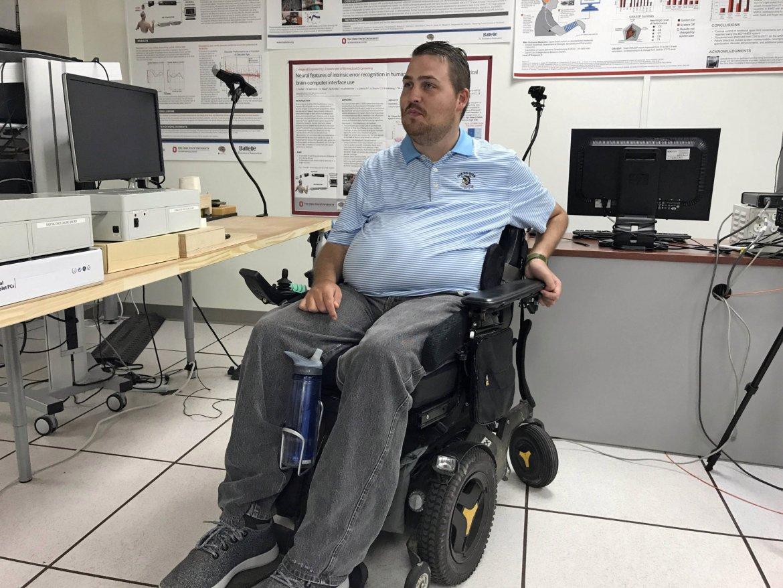Нейроинтерфейс помог вернуть чувство осязания пациенту с травмой спинного мозга