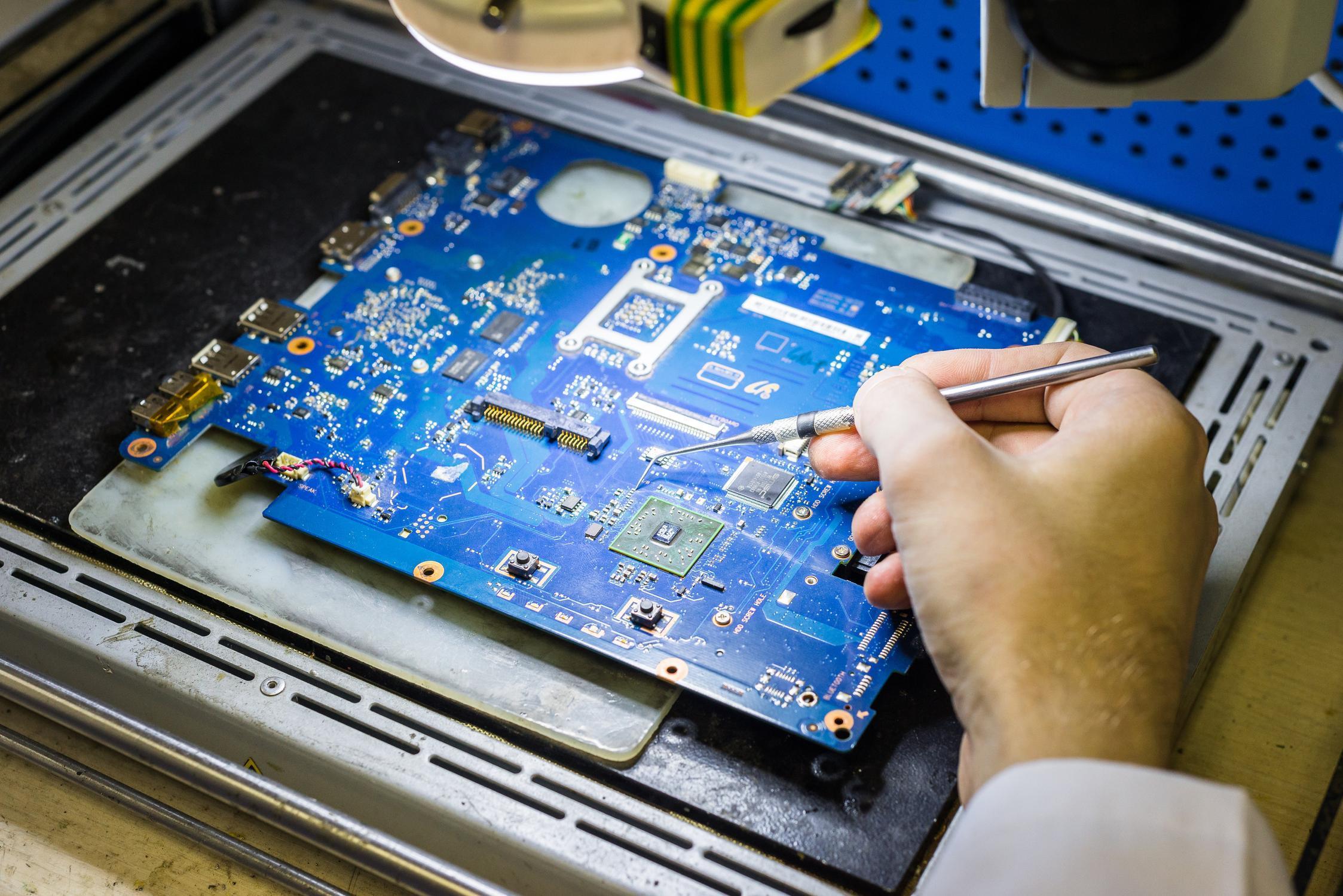 Как починить ноутбук своими руками - курсы по ремонту ноутбуков СПБ