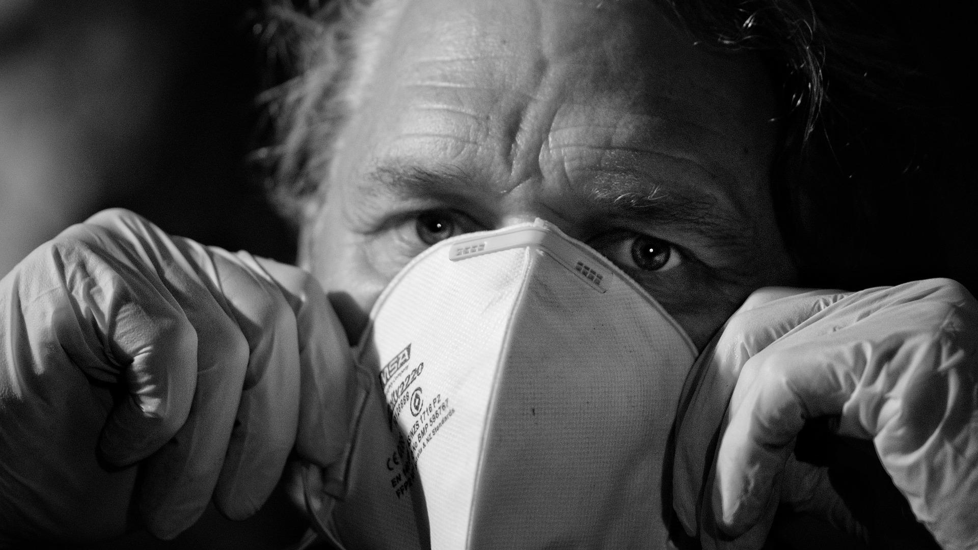 Пожилые люди склонны недооценивать опасность пневмонии