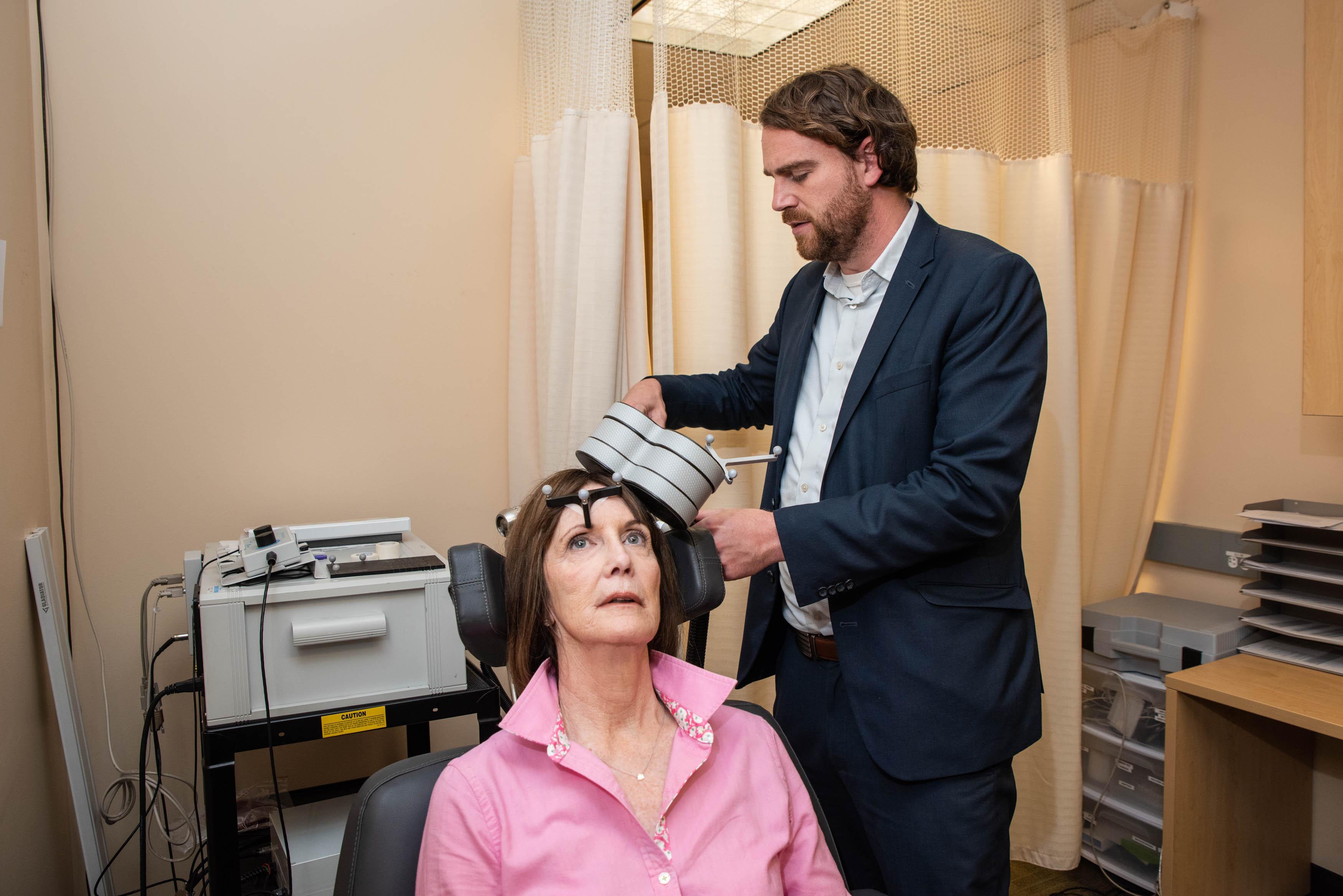 Магнитная стимуляции головного мозга лечит тяжёлую депрессию