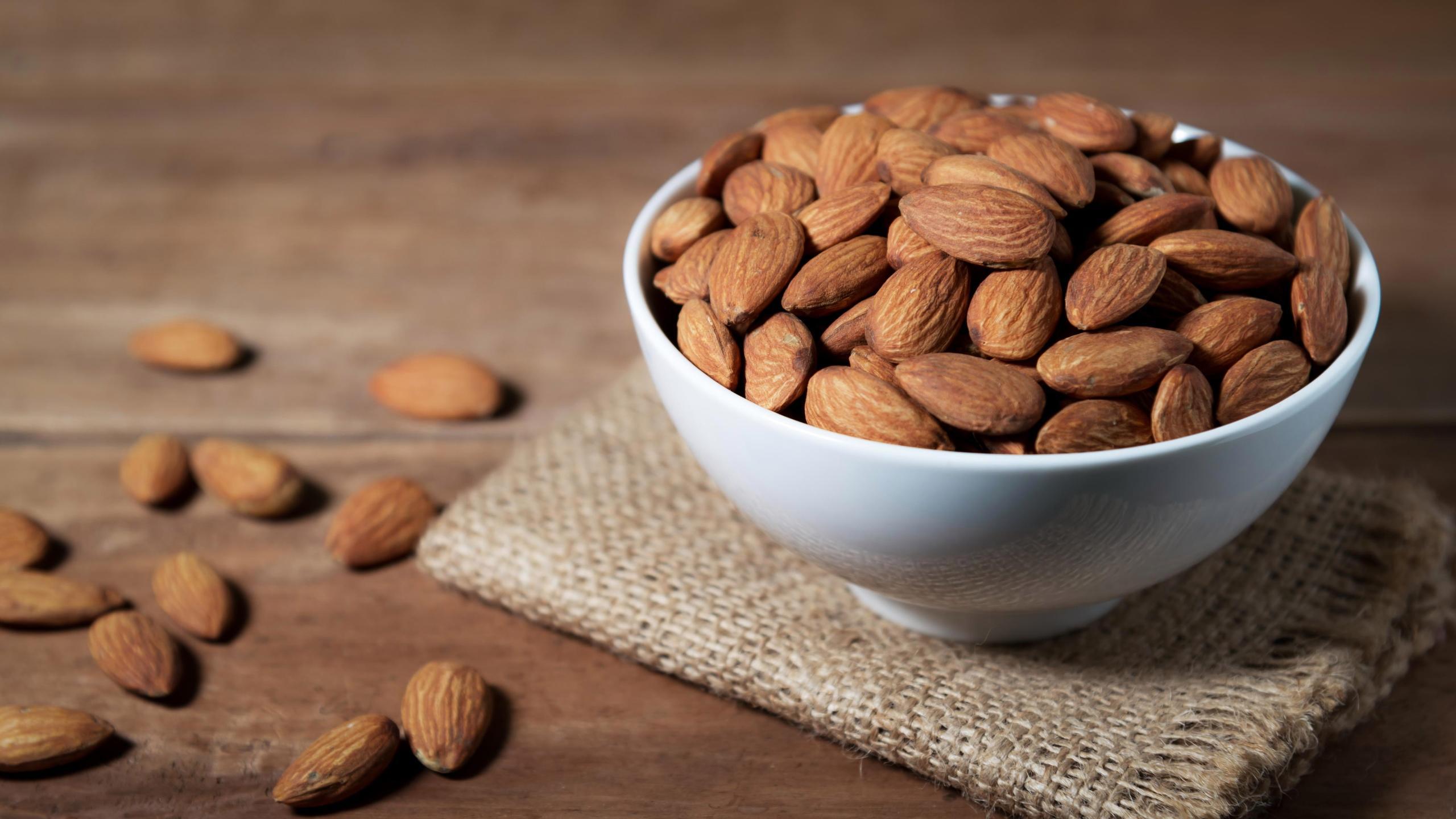 Миндаль улучшает здоровье сосудов и связан с более здоровым питанием