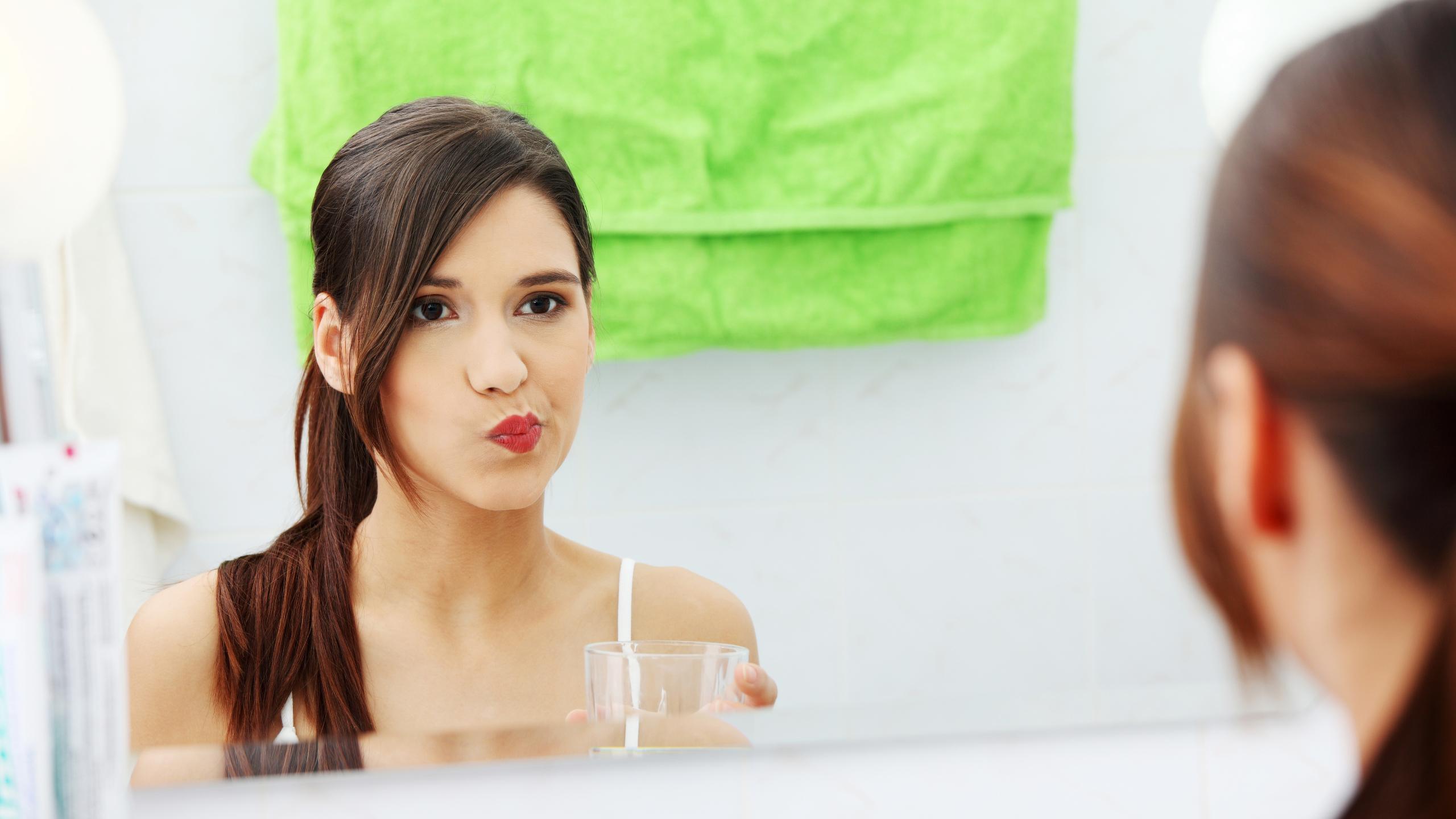 Ополаскиватель для рта может защитить от коронавируса — предположение ученых