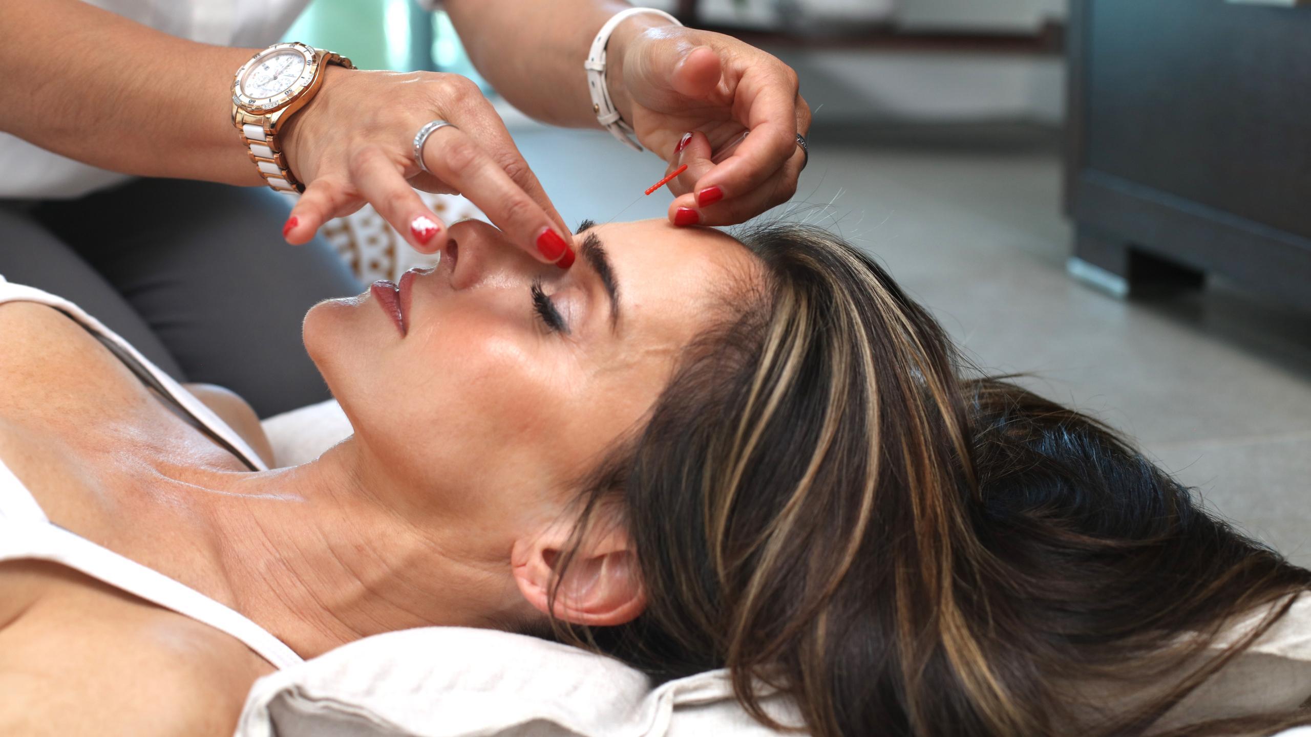 Нетрадиционная медицина: что работает при борьбе с болью?