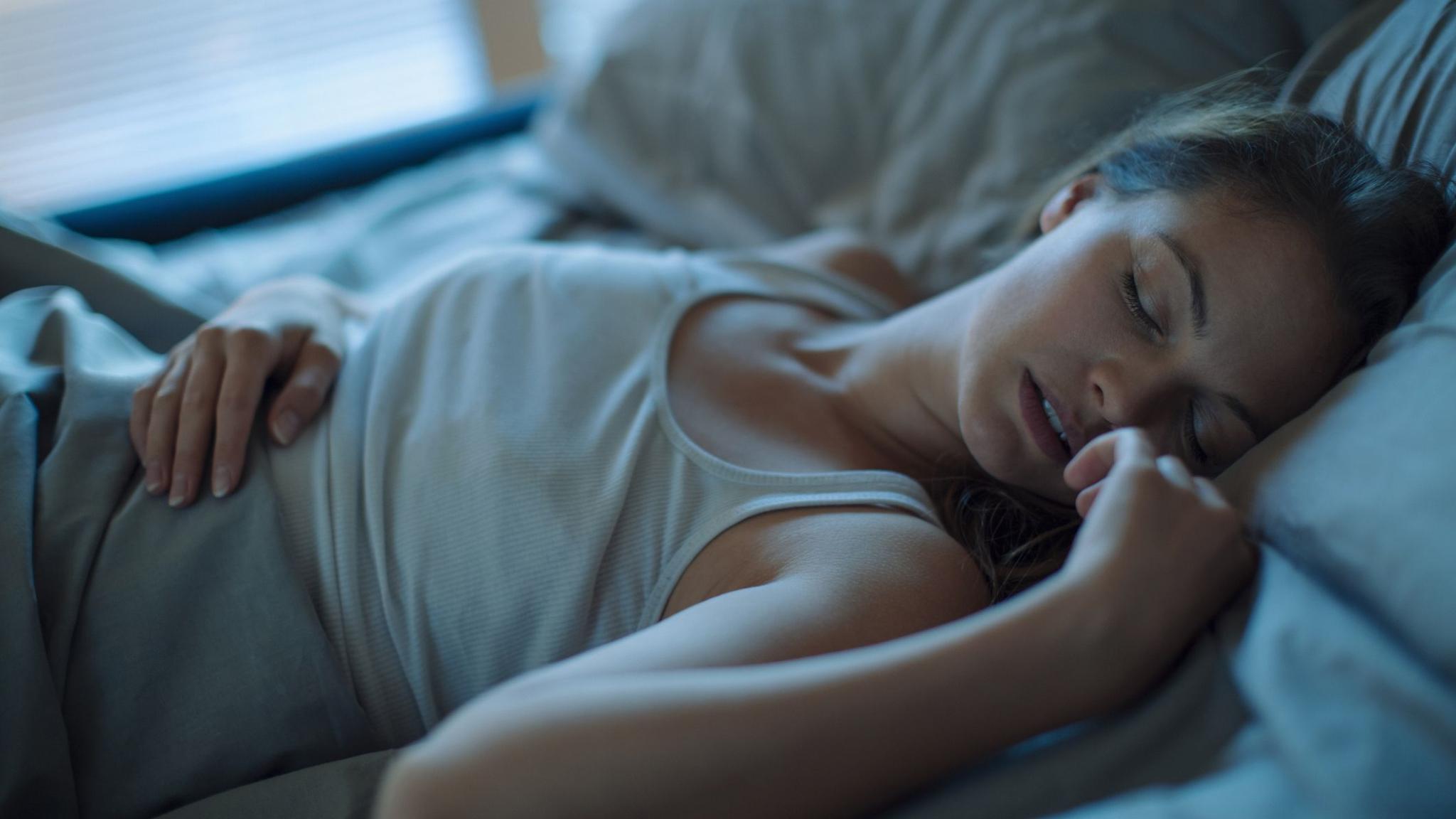 Сон во время карантина: дольше, регулярнее, но не такой качественный