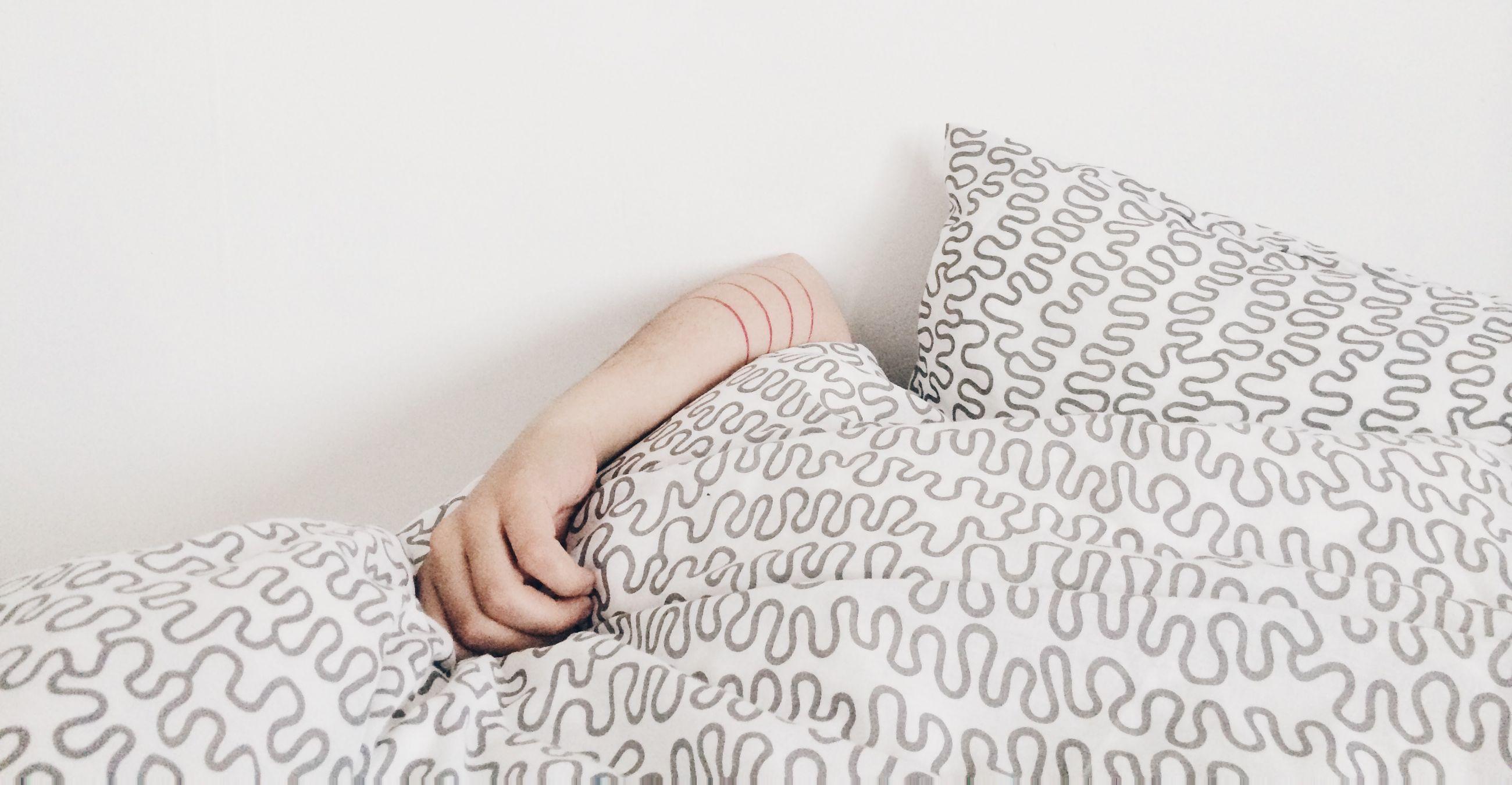 Яркий свет за окном ночью влияет на сон и психику у подростков