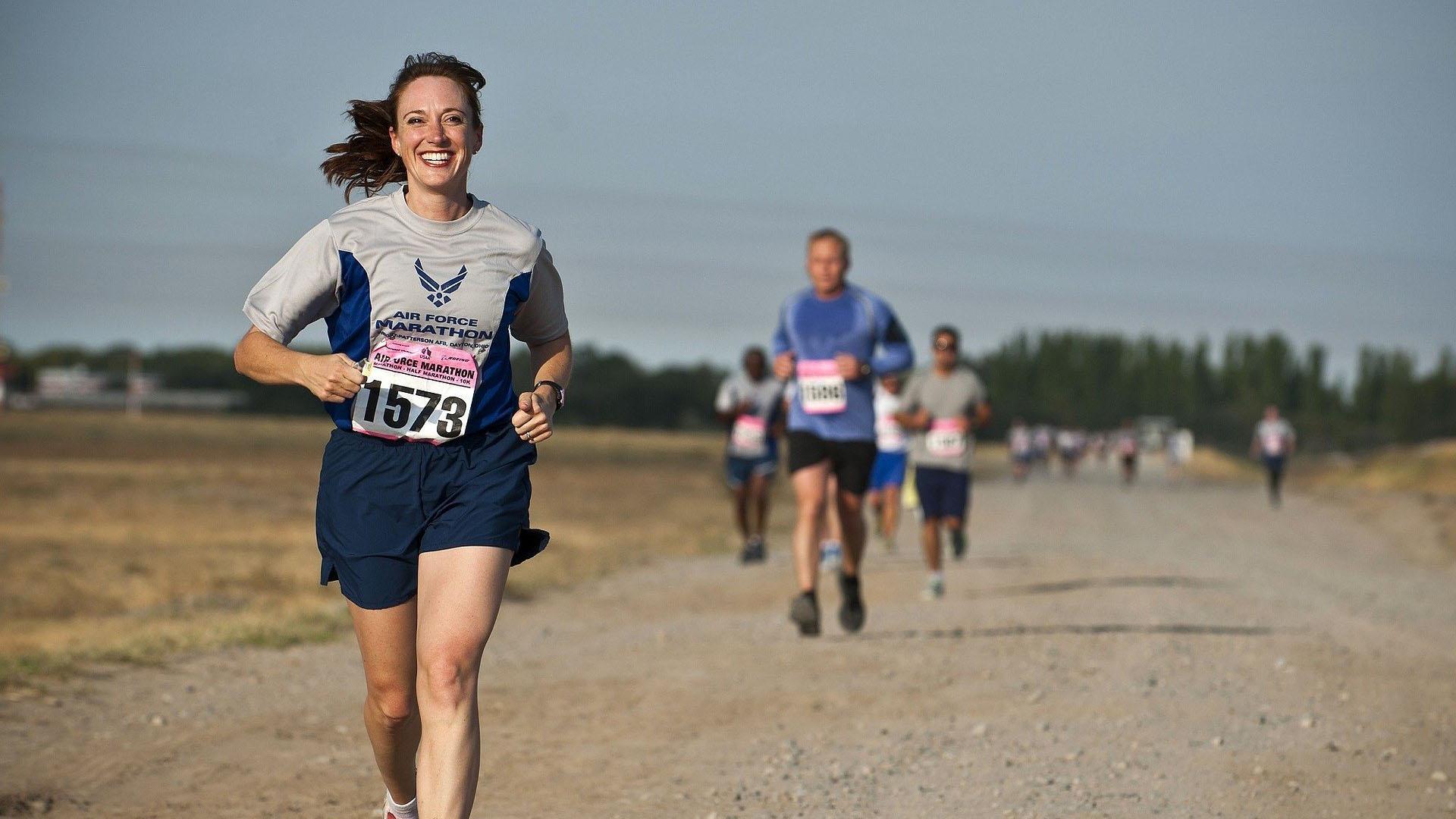 Почему женщины и мужчины бегают по-разному?