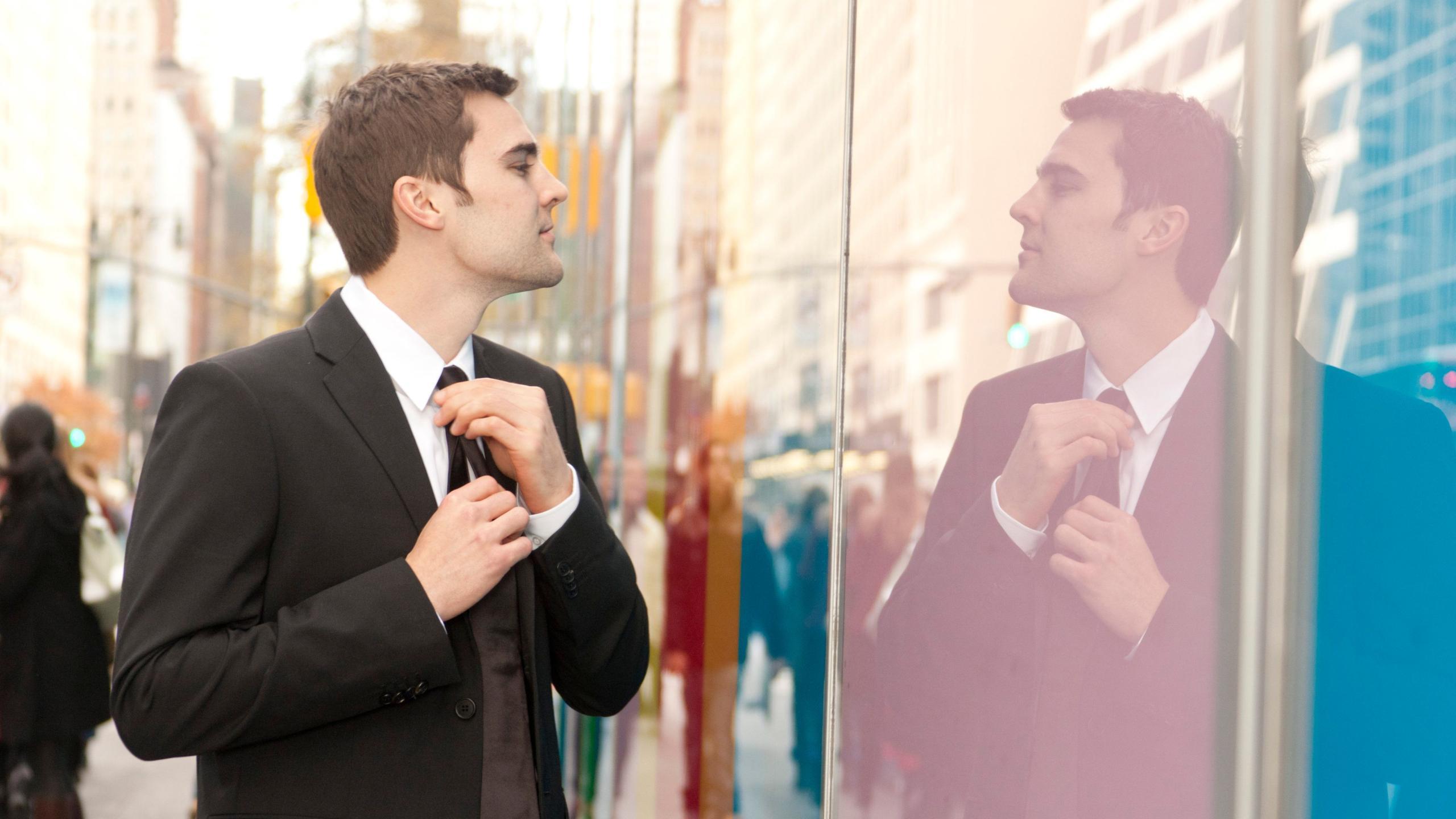 Самовлюбленные люди одобрили социальное неравенство