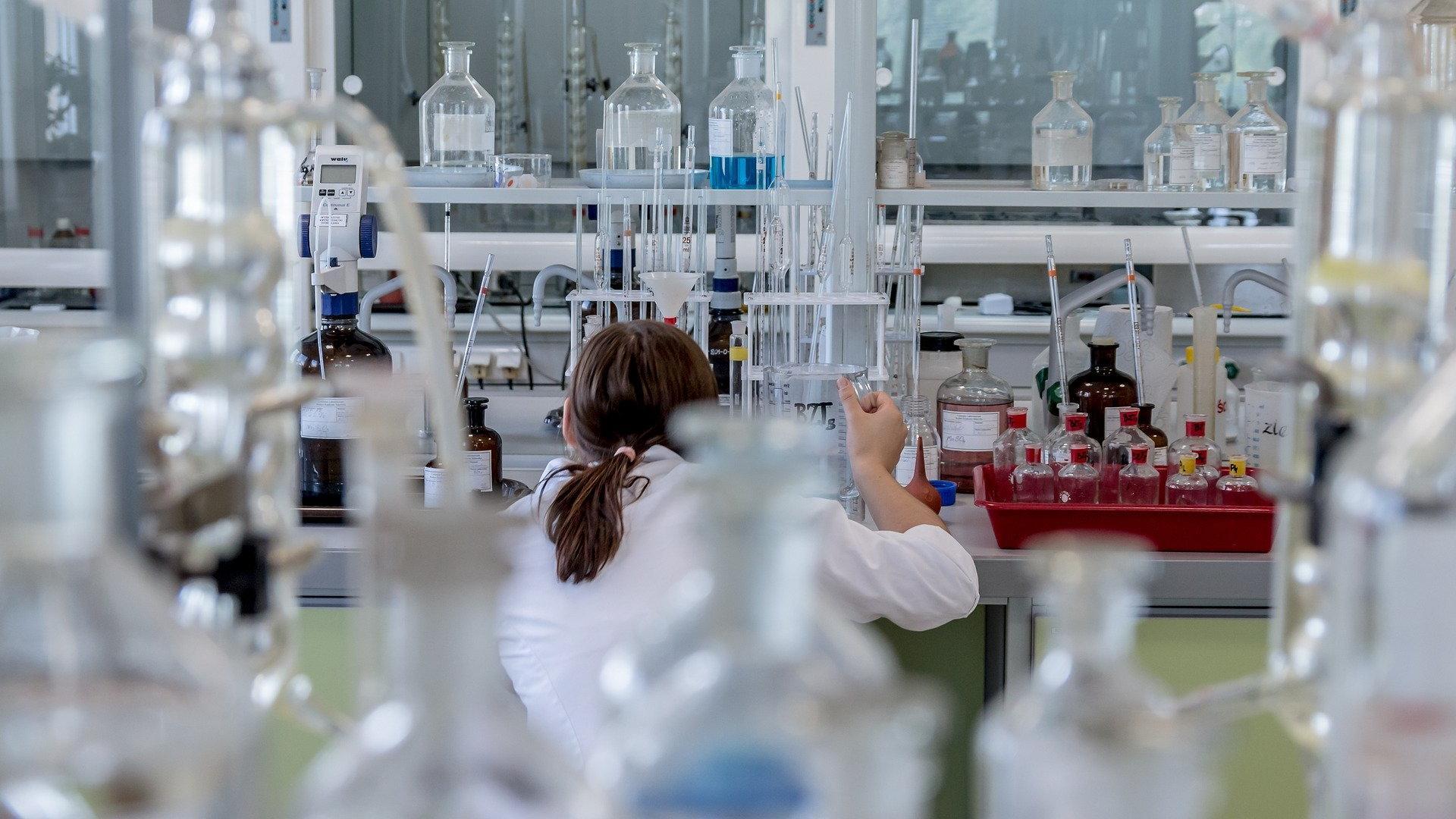 Ученый подверг критике выводы онлайн-исследования о влиянии электронных сигарет на заболеваемость коронавирусом