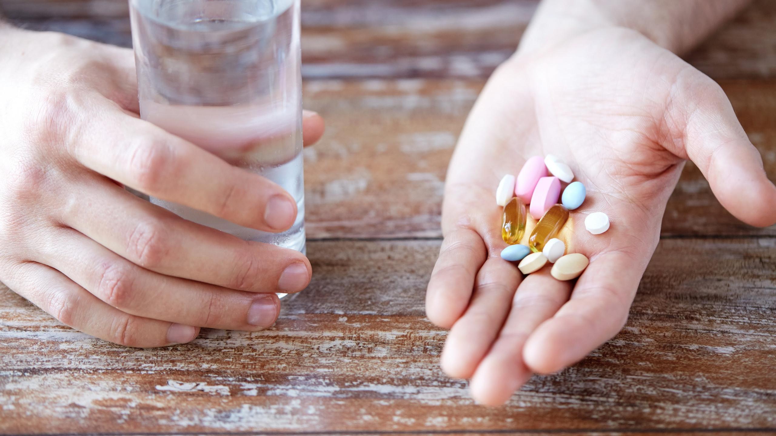 Антибиотики уступят место антивитаминам?