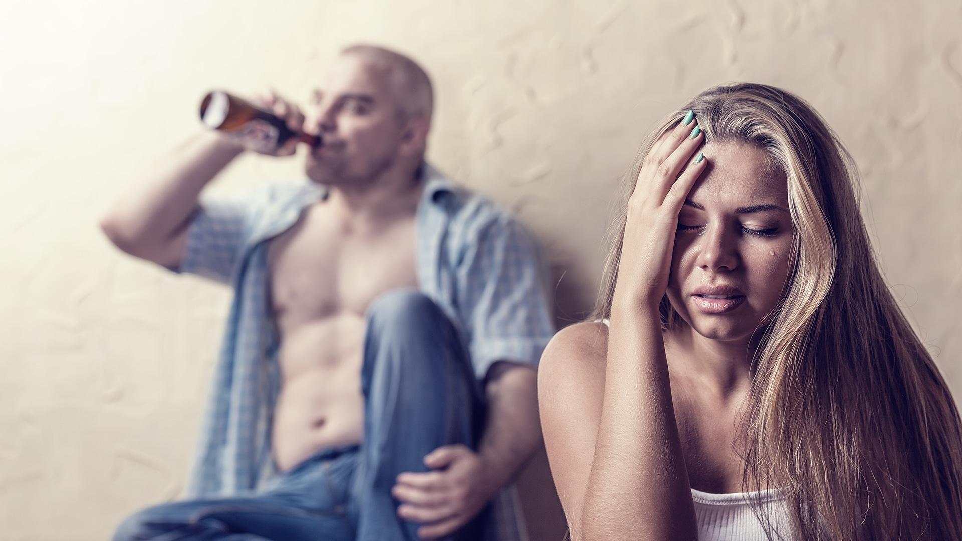 Вывод из запоя: как действовать семье алкоголика