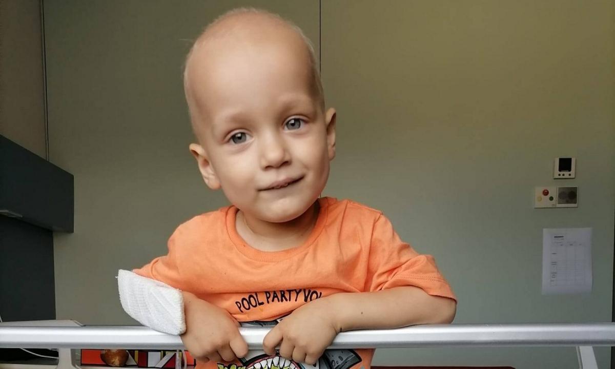 У 2-летнего Ванечки онкология! Помогите спасти малышу жизнь!