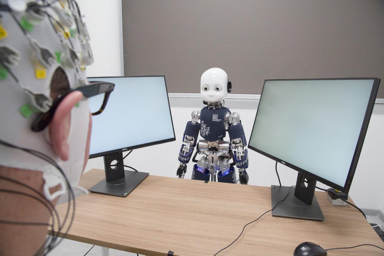Мозговая активность объяснила, почему мы по-разному относимся к человекоподобным роботам