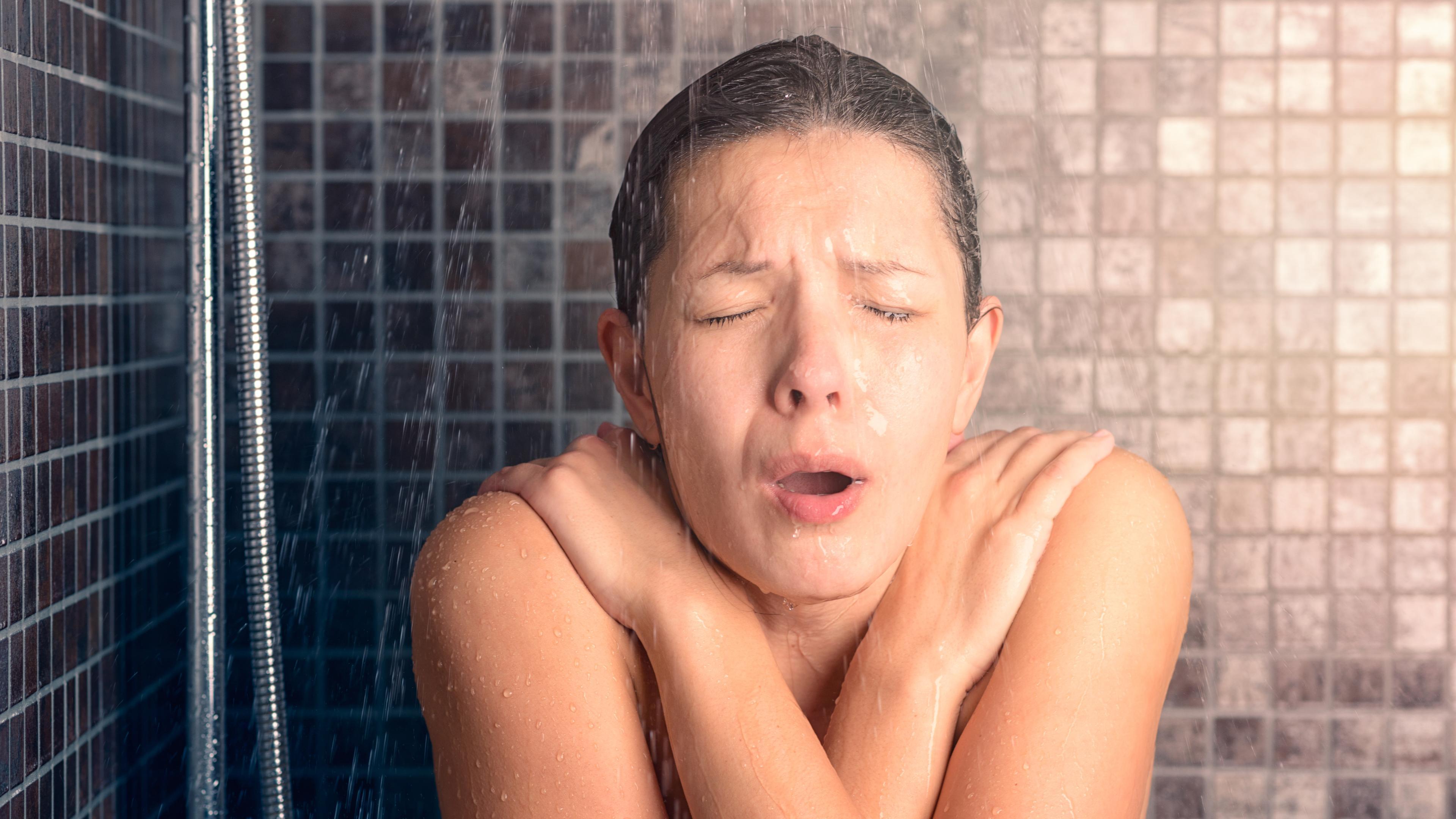 Уникальный случай аллергии на холод: мужчина принял горячий душ и чуть не умер