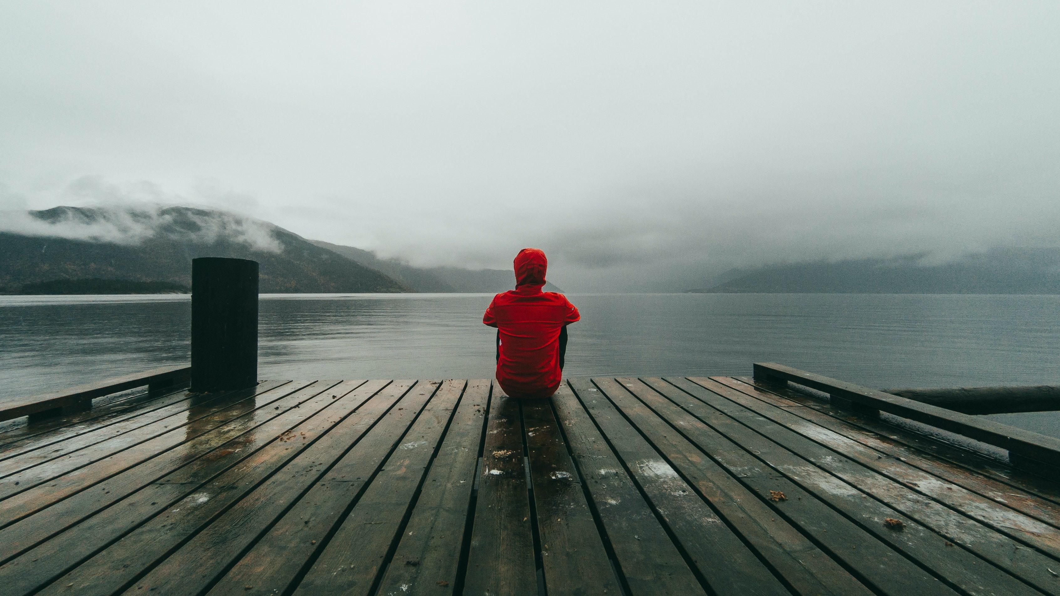 Уровень одиночества в 20 лет выше, чем в 60