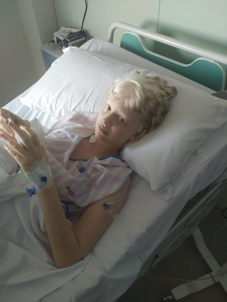 Доктора спасли девочке ноги! Осталось совсем немного – победить онкологию! Помогите спасти ребенка!