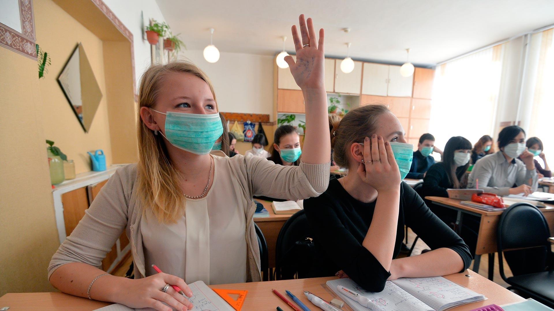 Дети чаще заражаются SARS-Cov-2 от взрослых, чем от одноклассников