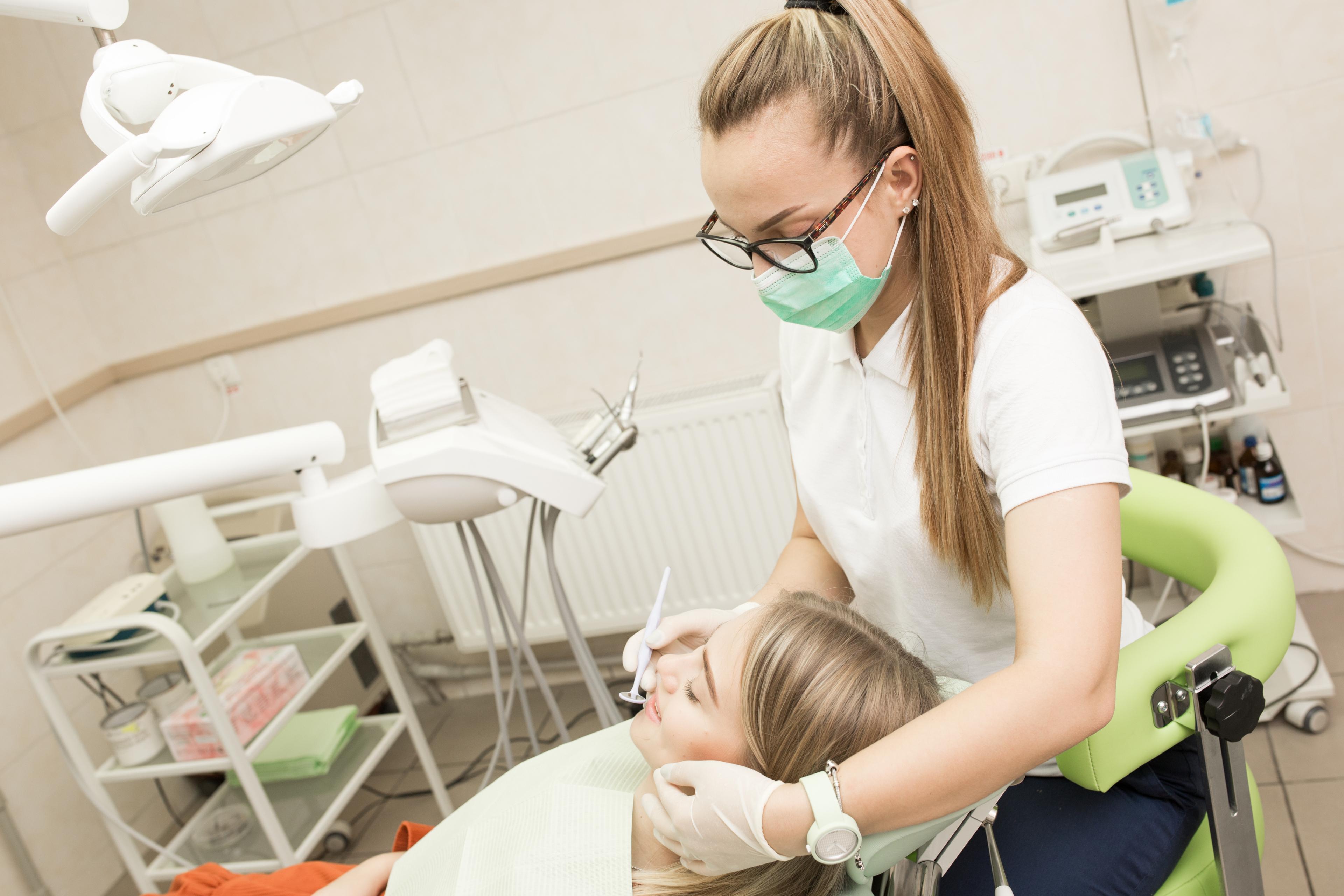 Здоровье зубов и десен: три тревожных симптома, которые многие люди игнорируют