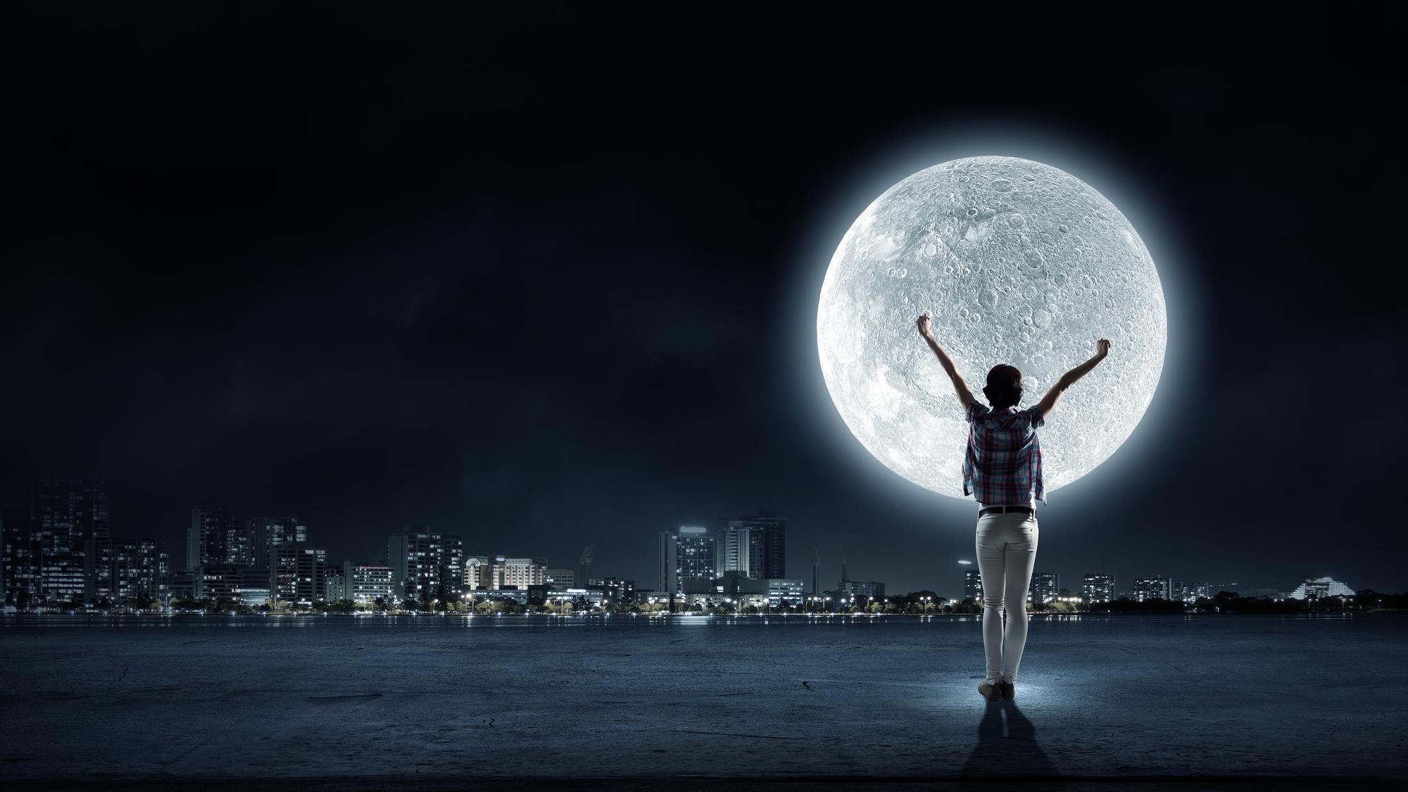 Женщины живут по луне