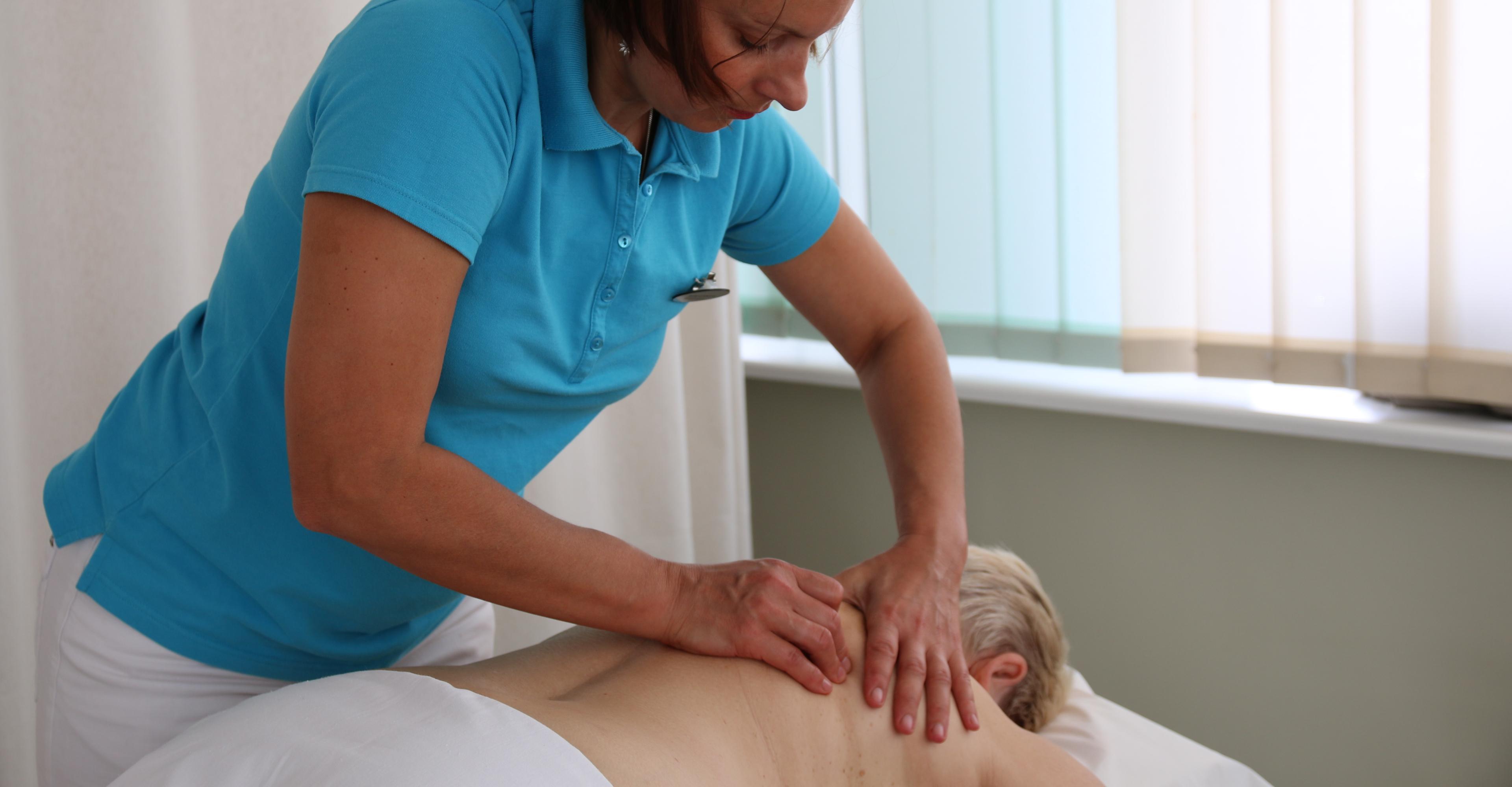 Массаж глубоких тканей — уменьшает боли и расслабляет тело