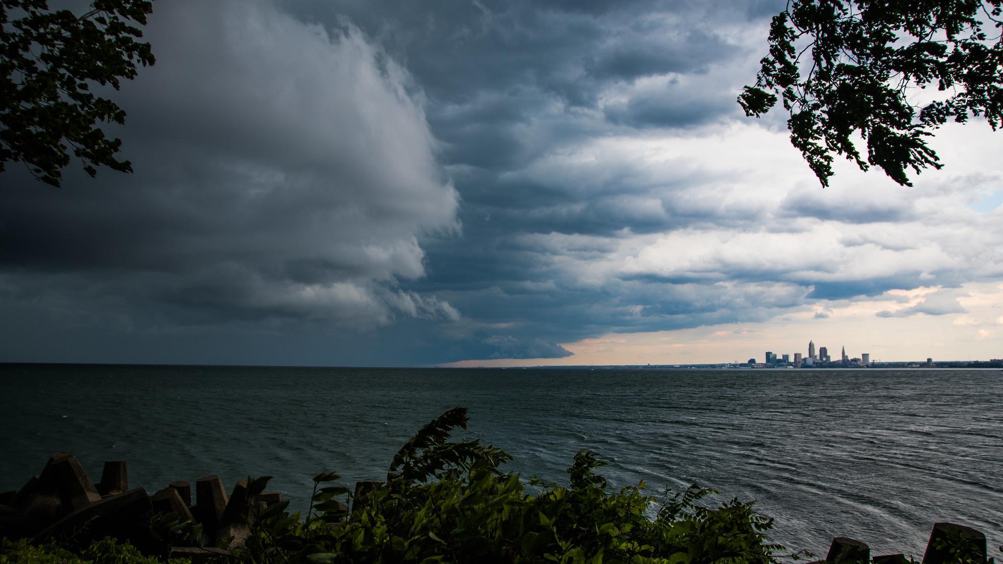 Как загрязнение атмосферы может усиливать грозы и молнии