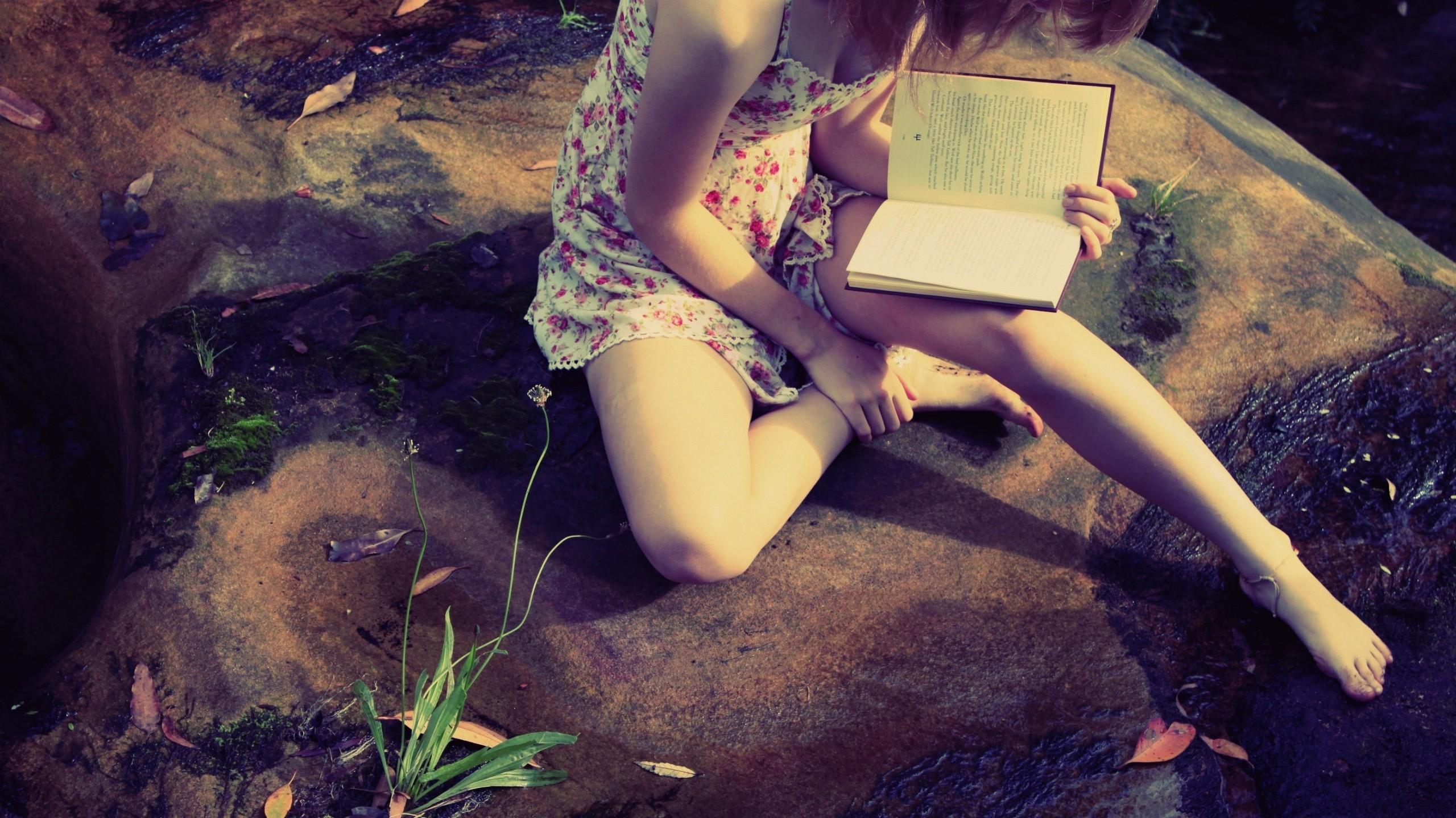 Названы преимущества чтения на свежем воздухе