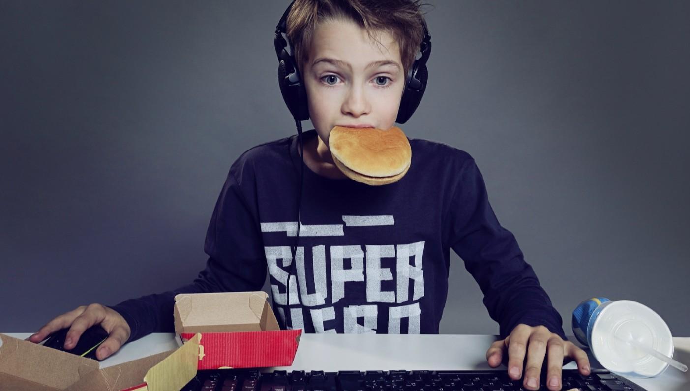 С социальными сетями дети едят слишком много