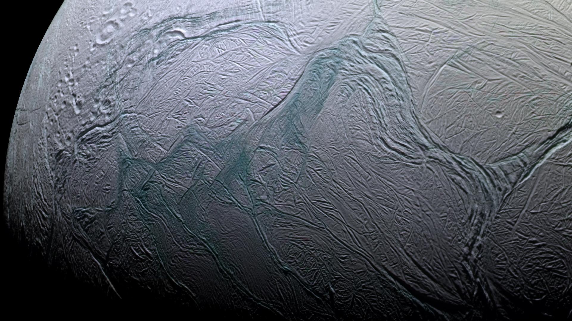 Ученые предположили, что на Энцеладе есть океанические течения