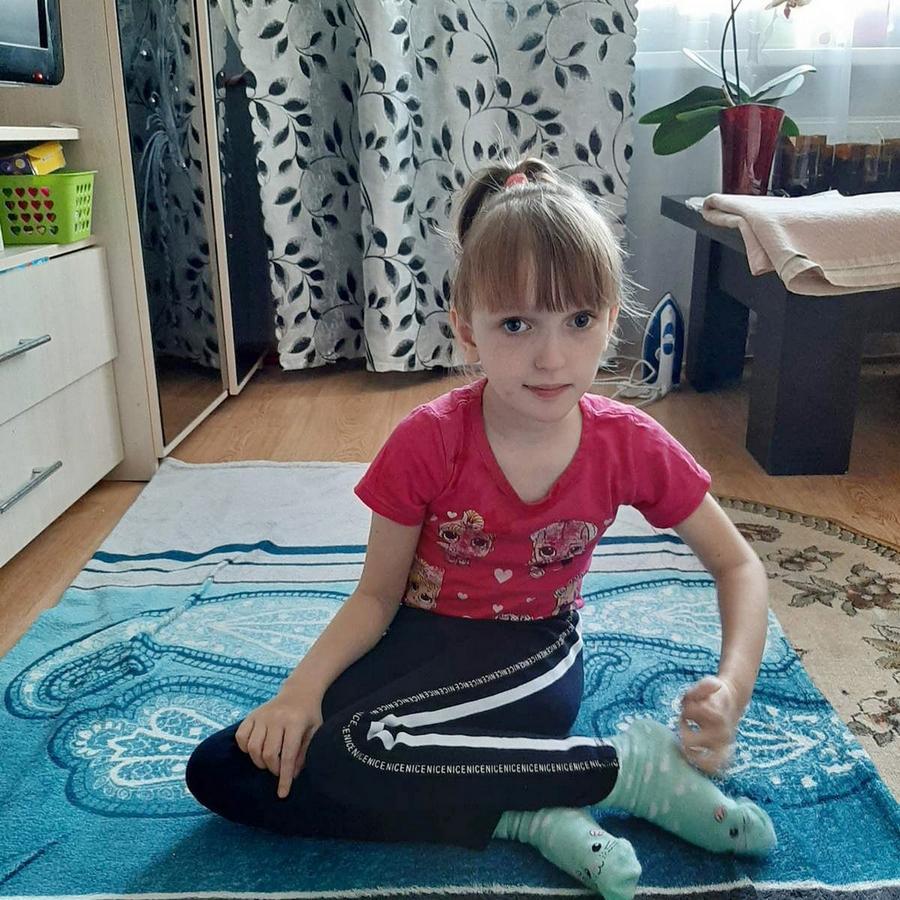«Когда Саша пойдет, я буду самой счастливой мамой». Александре Якушенко нужна срочная операция!