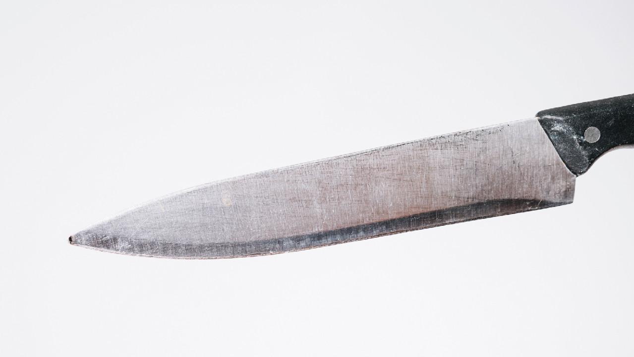 Мужчина больше года прожил с ножом в груди и не подозревал об этом