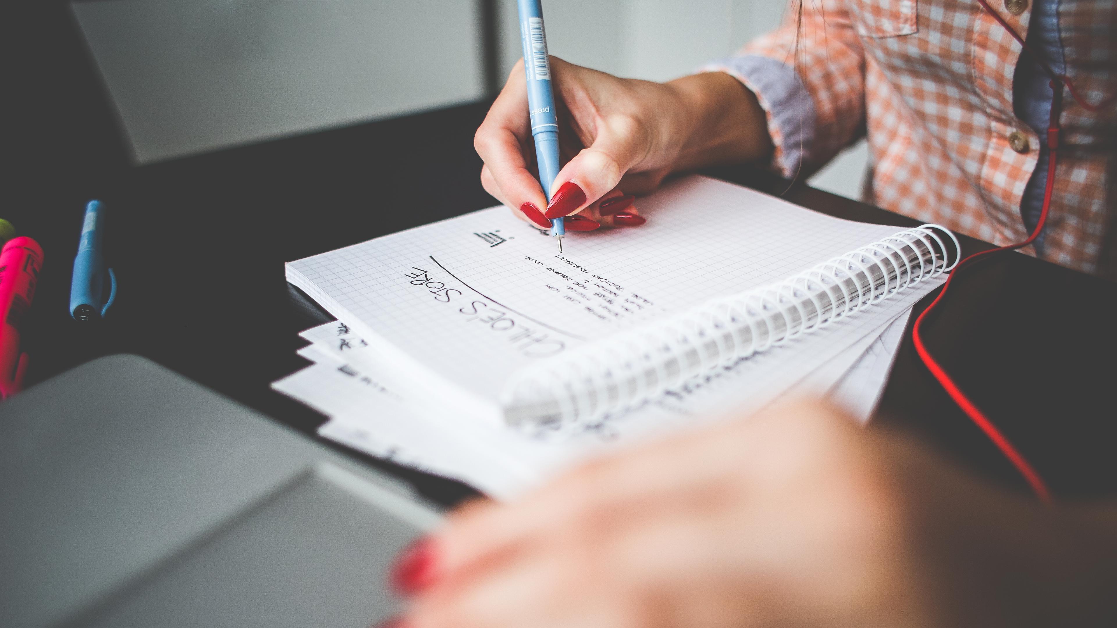 Блокнот и ручка для запоминания информации оказались эффективнее гаджетов