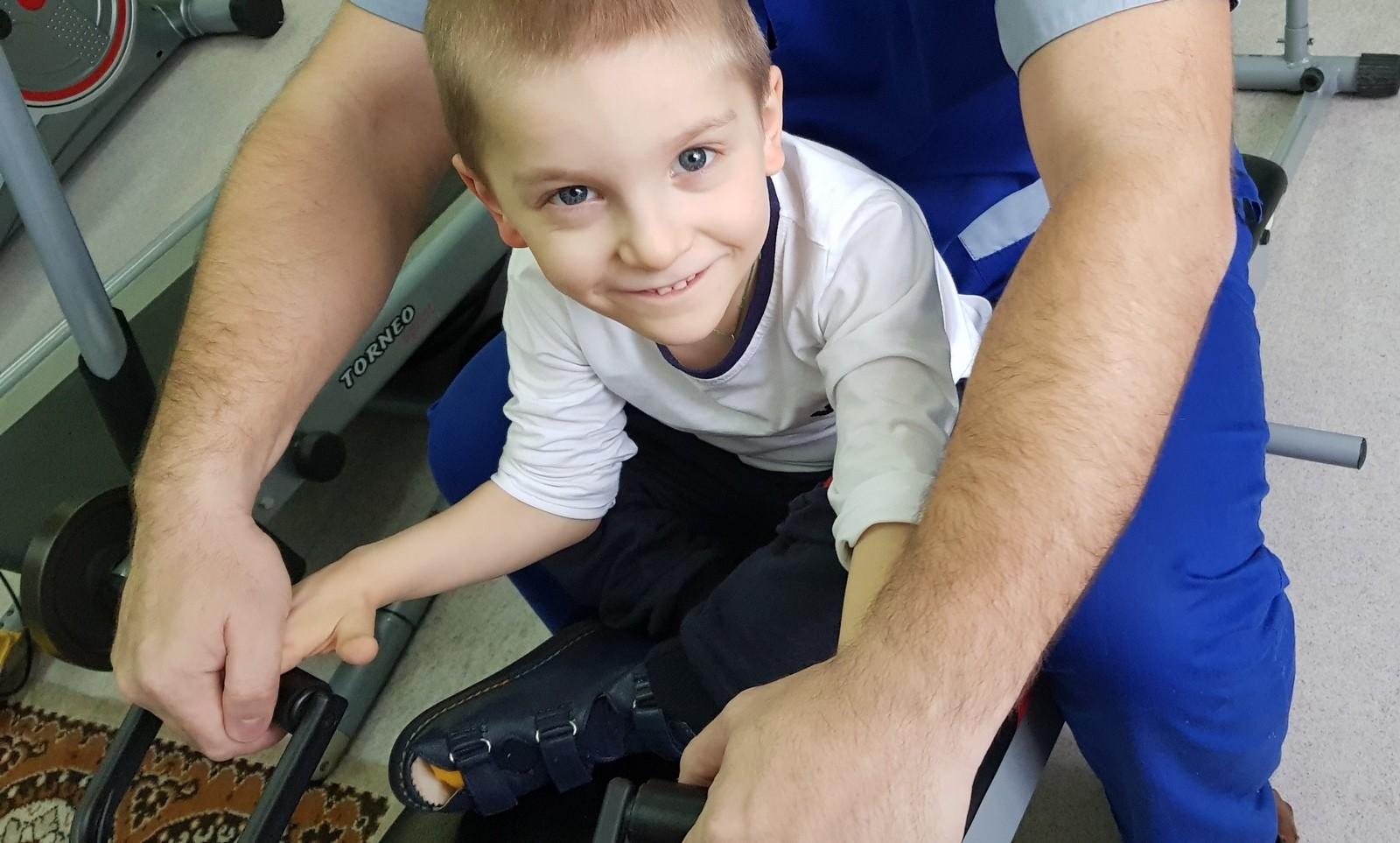 «Кресла у сына нет. Вместо него – я». Ярославу Чечикову необходимо специализированное кресло