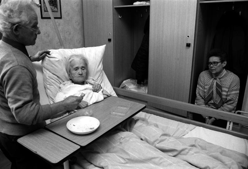 Особенности круглосуточного ухода за пожилым лежачим больным