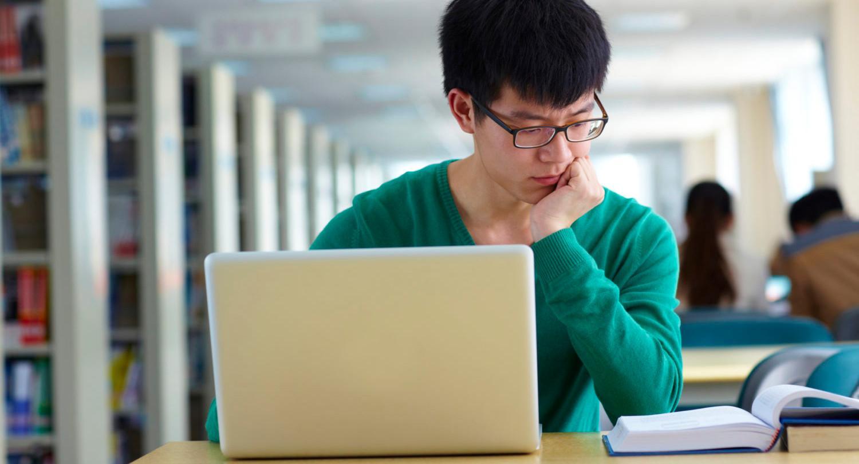 Социоэкономическая изоляция удвоила влияние наследственности на вероятность получить высшее образование