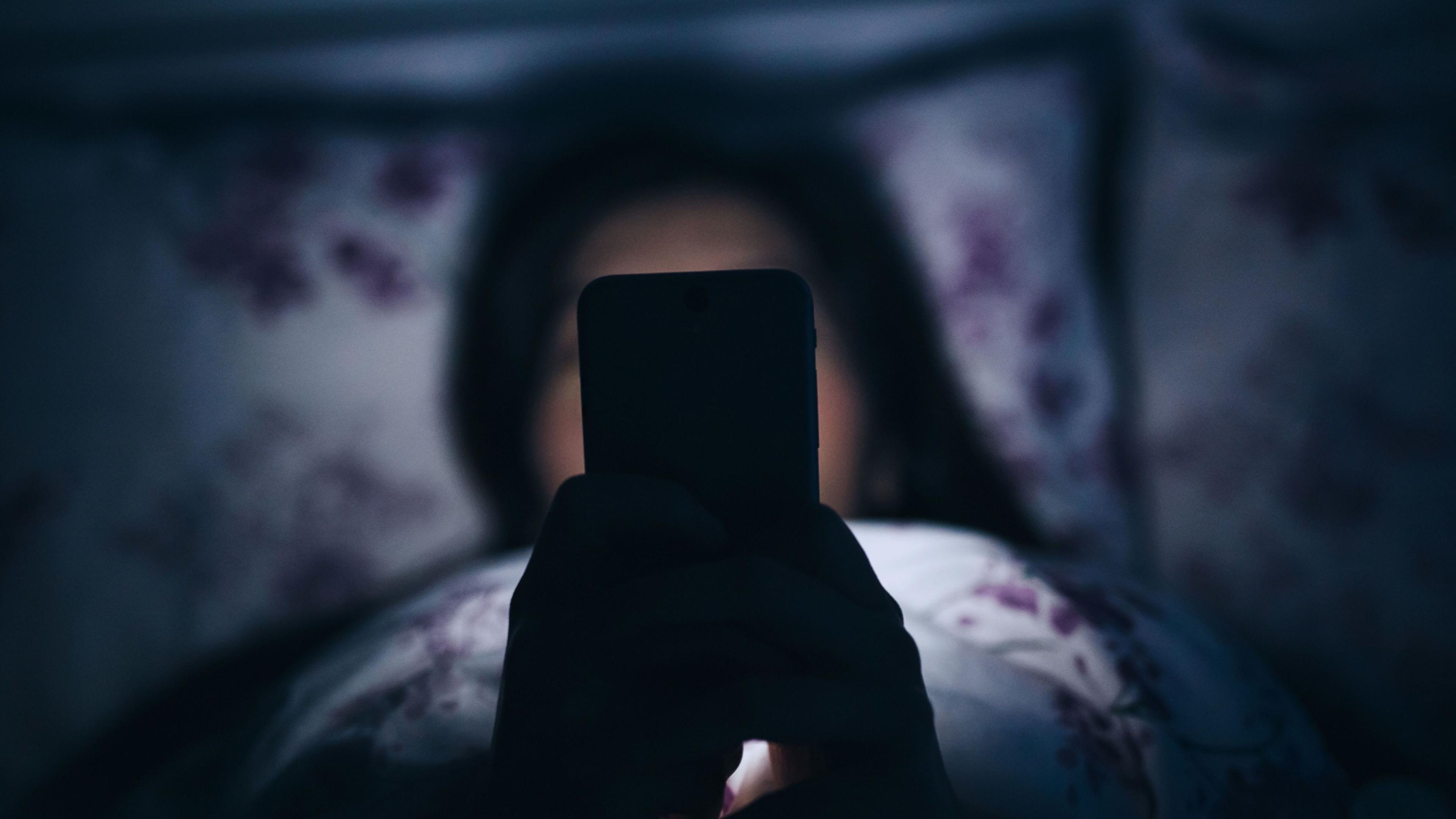Фильтр синего света в смартфонах оказался бесполезен
