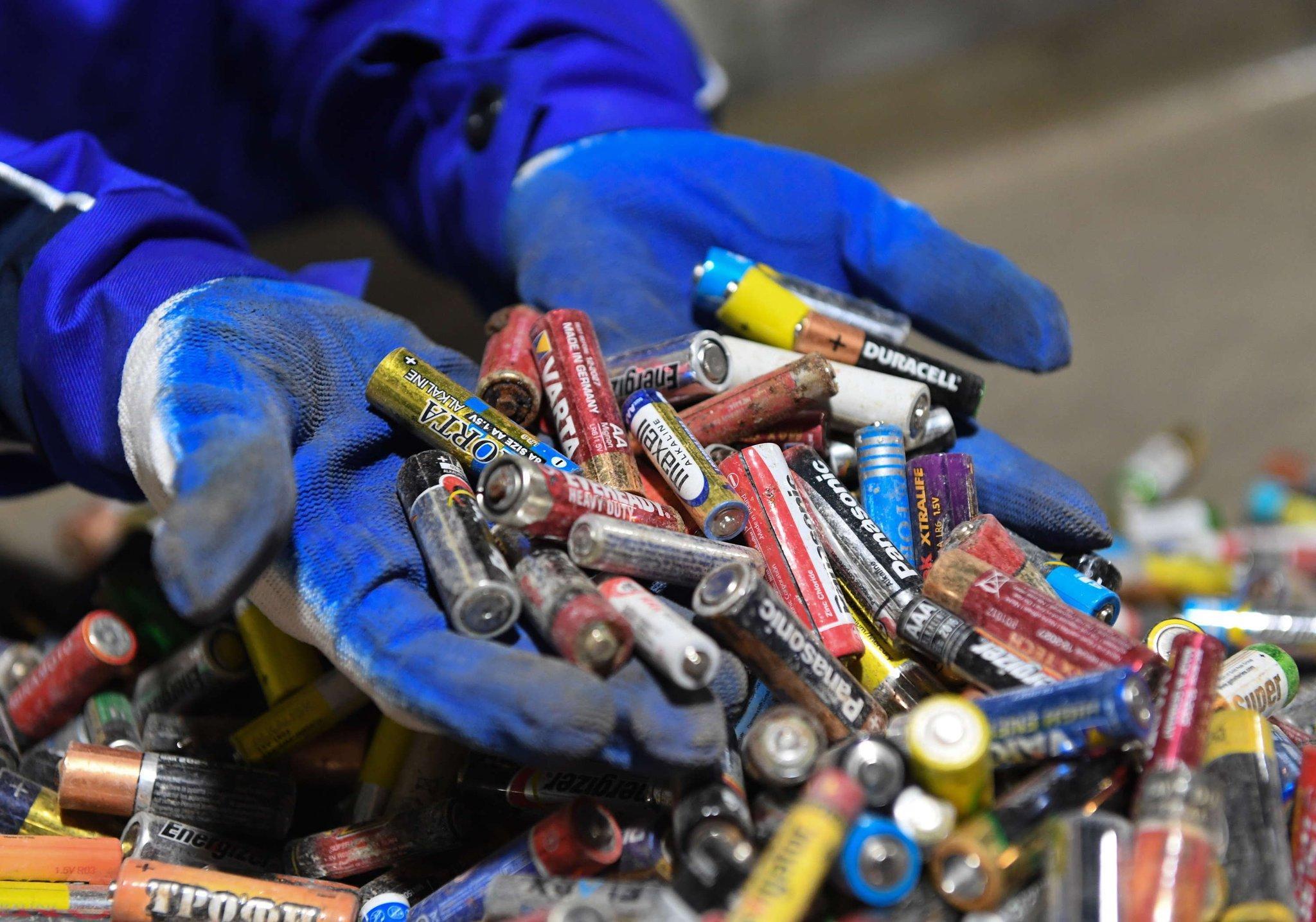 Выброшенные батарейки в России пока побеждают