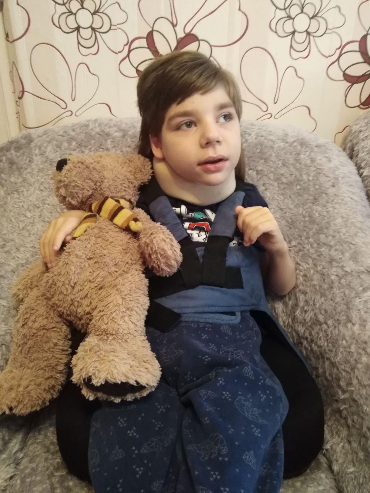 «7 лет не можем справиться с эпилепсией». Маленькому гродненцу нужны дорогостоящие обследования и коляска