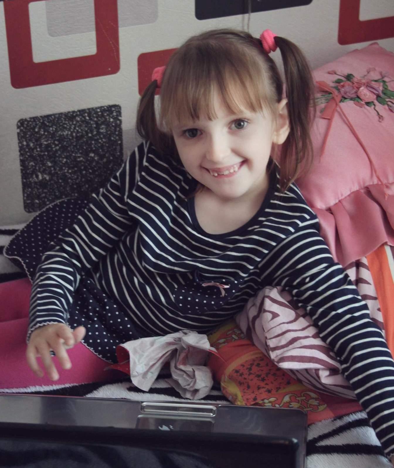 Сашу Якушенко ждут на срочную операцию в Греции! У девочки есть шанс встать с инвалидной коляски