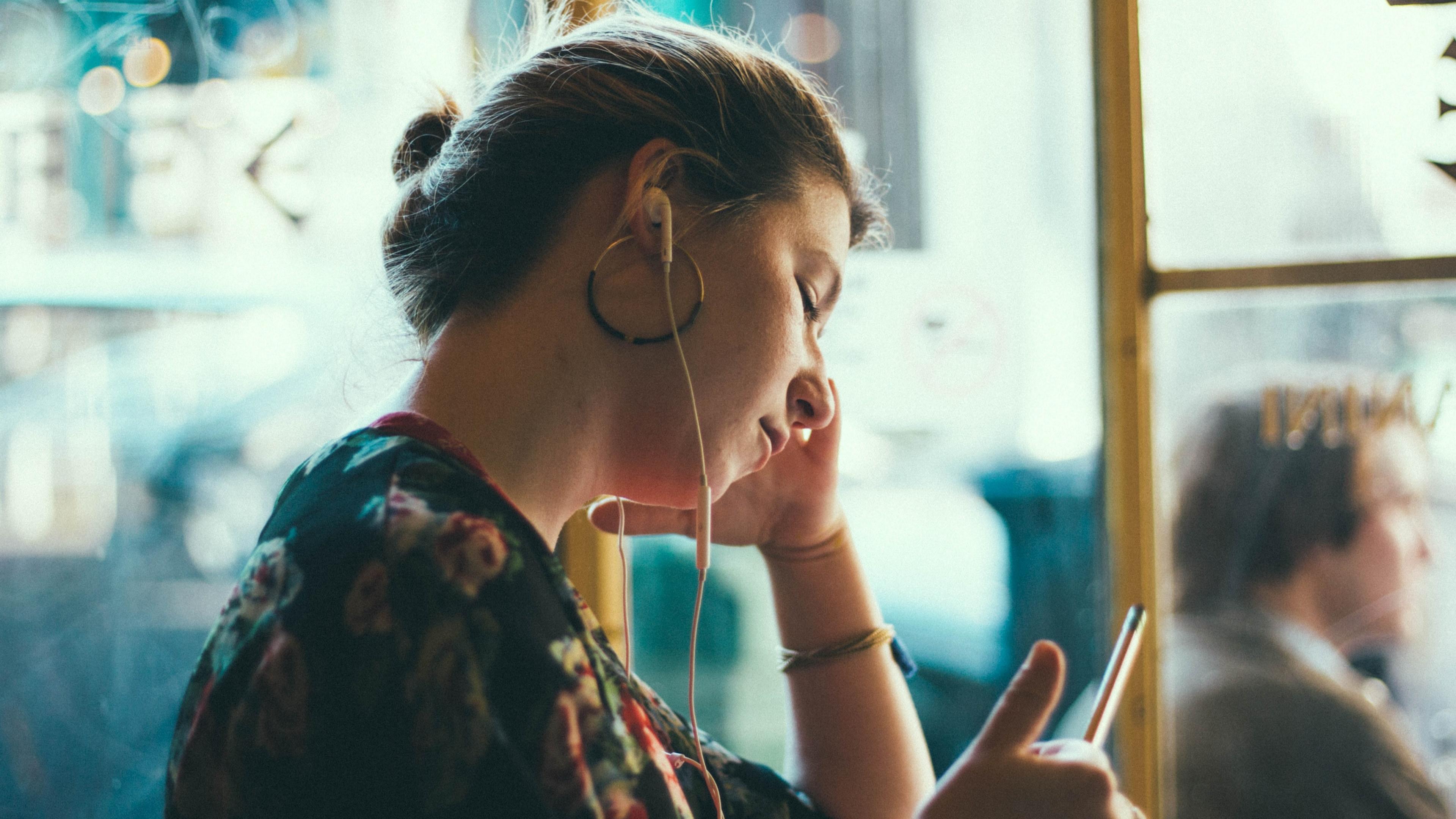 С чувством одиночества предложили бороться шумом