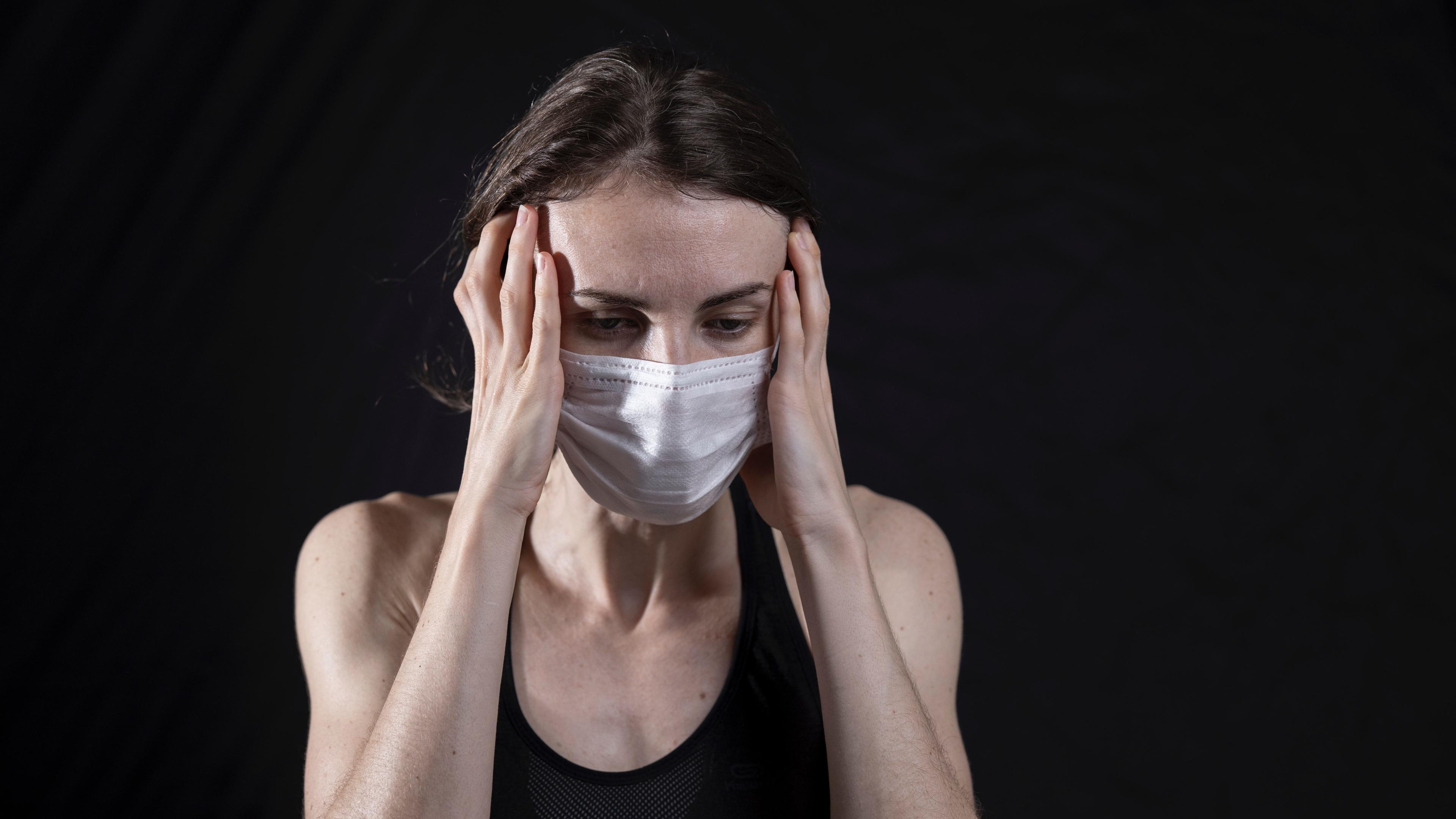 Неврологические и психиатрические симптомы COVID-19: норма даже в легкой форме болезни