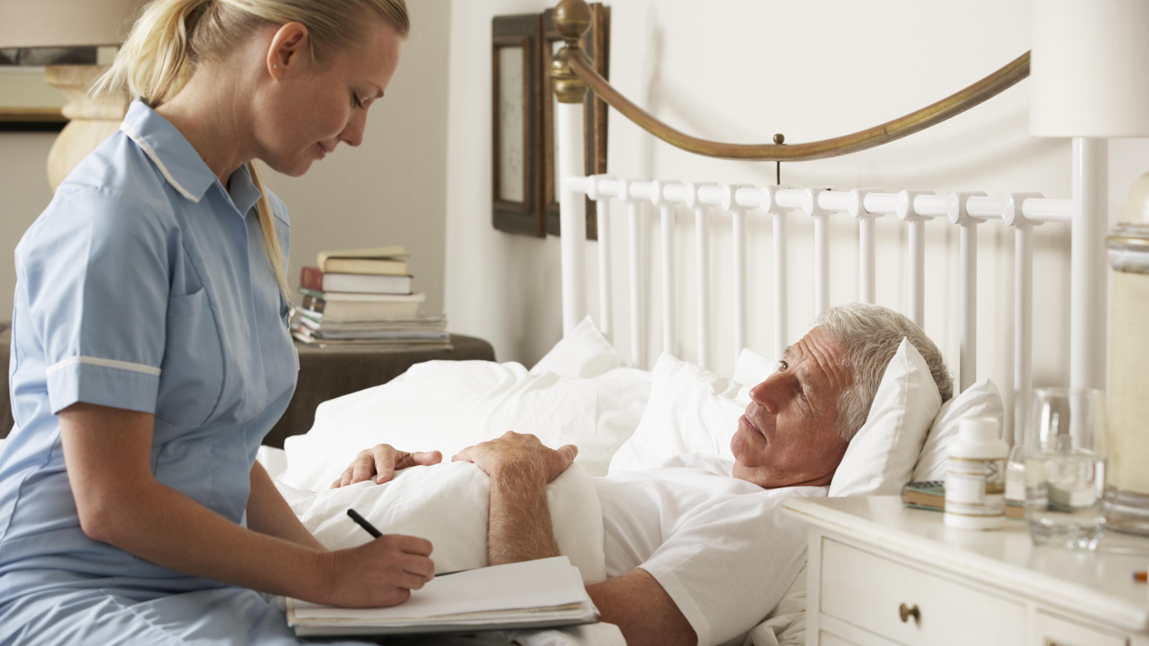 Государственная помощь лежачим пациентам: перечень услуг и особенности их получения