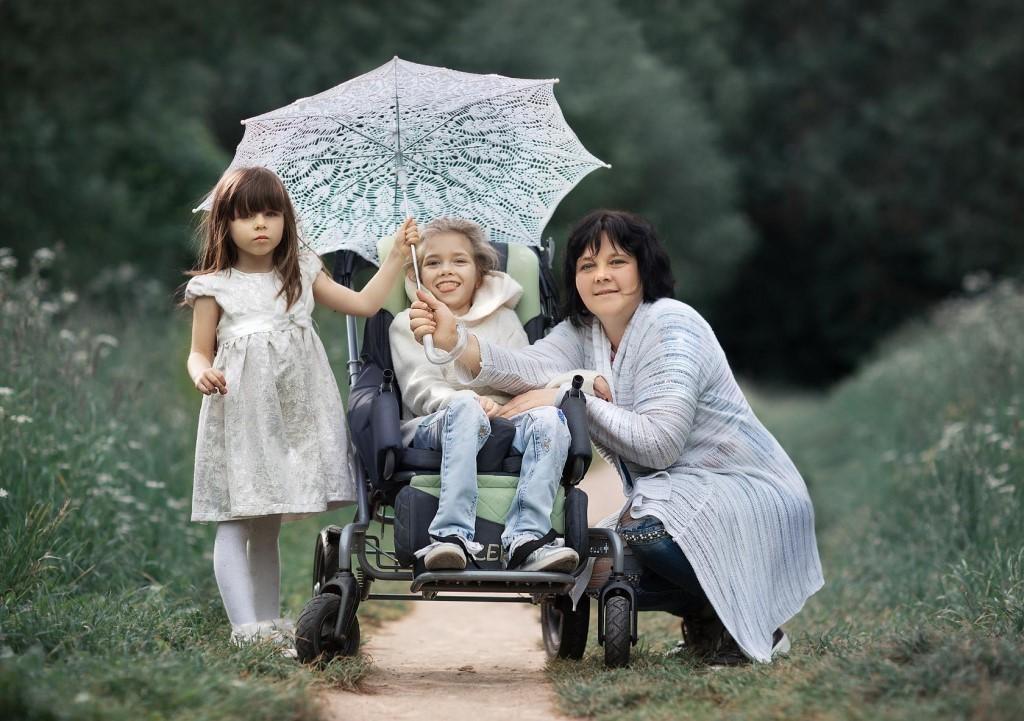 Мечтает не о гаджетах, а об удобной коляске. Ане Бусевой из Минска очень нужна помощь