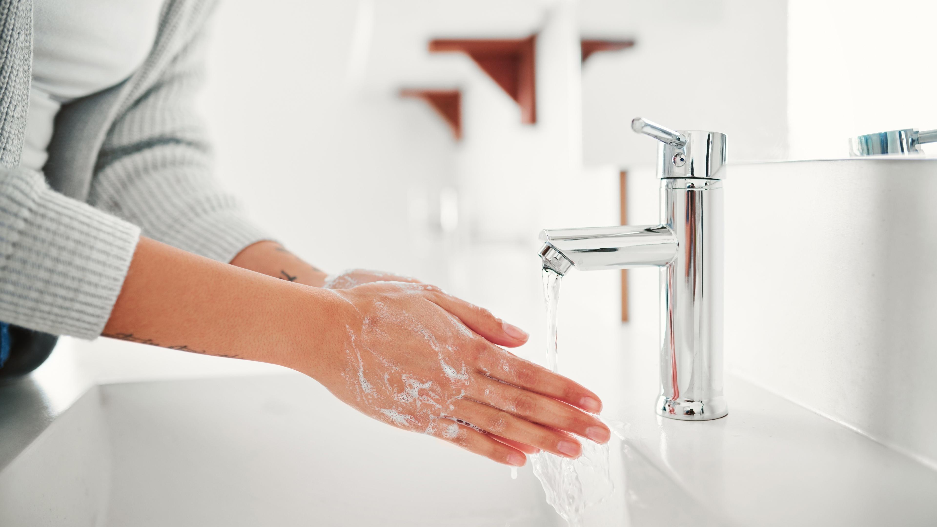 Лишь один из трёх подростков правильно моет руки