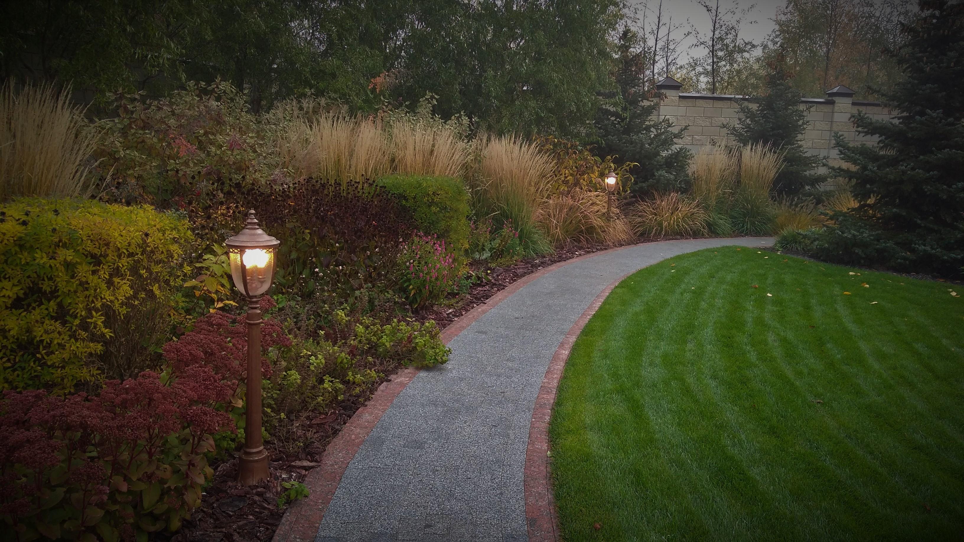 Особенности энергосберегающих ламп в садовых фонарях