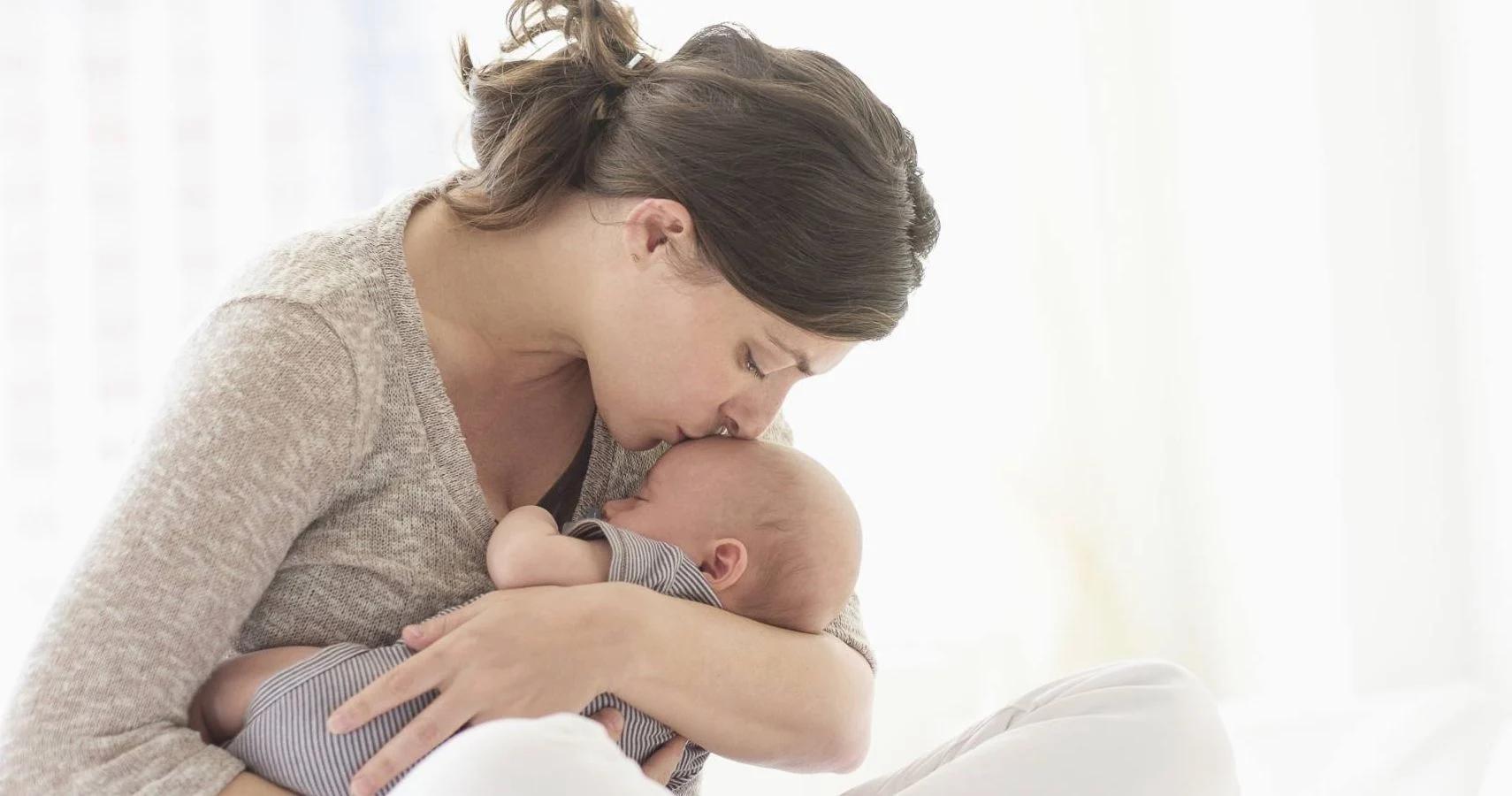 Матерей успокоило пение недоношенному младенцу в больнице