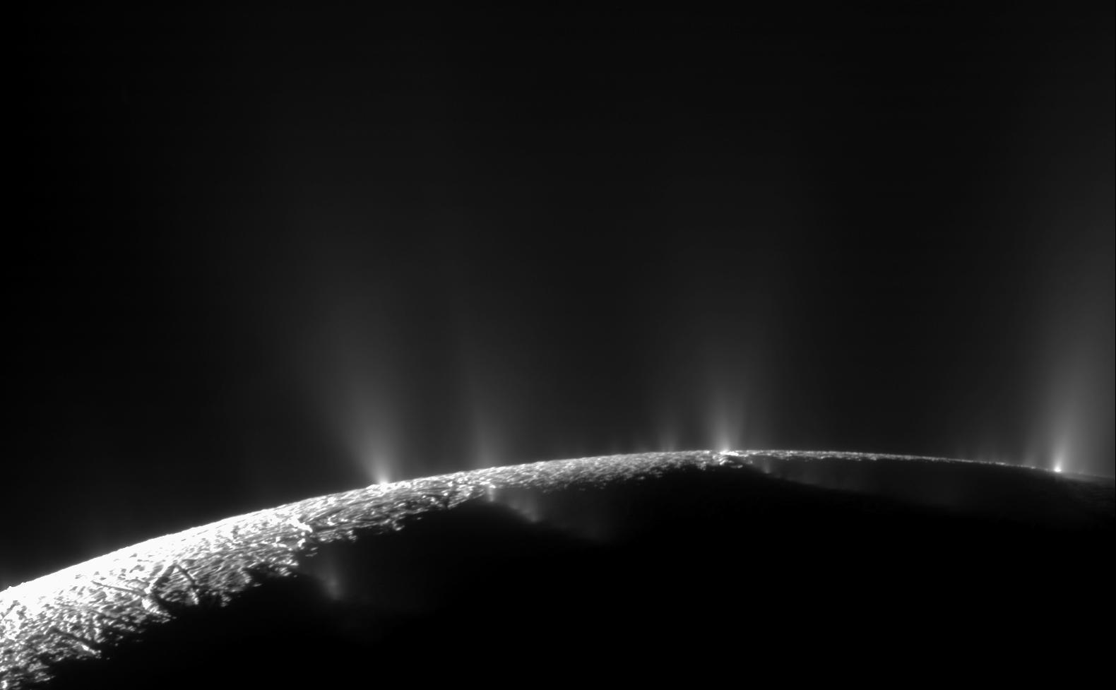 Кто сидит на дне океана на спутнике Сатурна и делает метан
