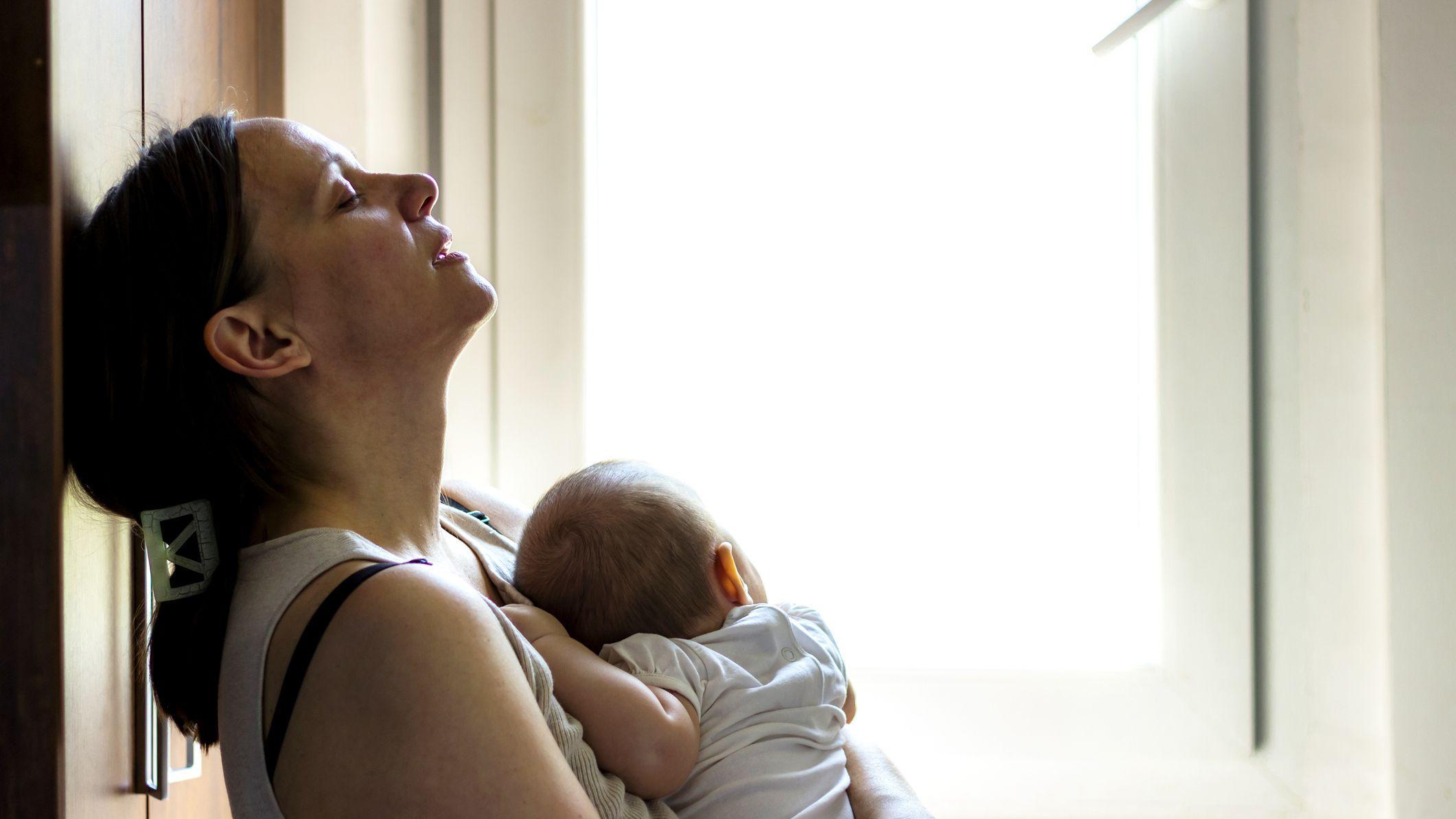 Молодые мамы стареют от недосыпа