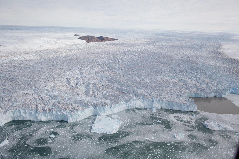 До Гренландии добрались остатки тропического циклона: климат острова переходит в новую фазу